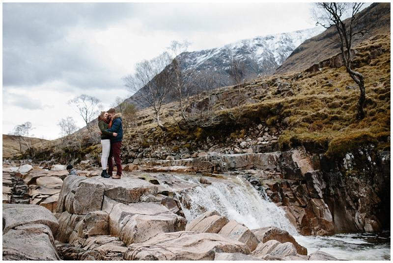 love-session-couple-glencoe-rocks-river