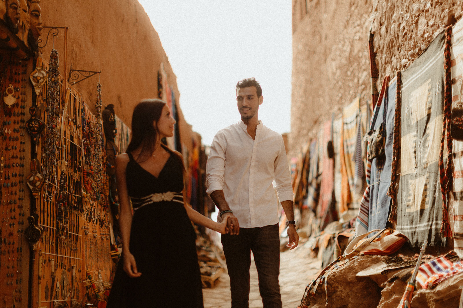 market-place-session-couple-maroc-soukh