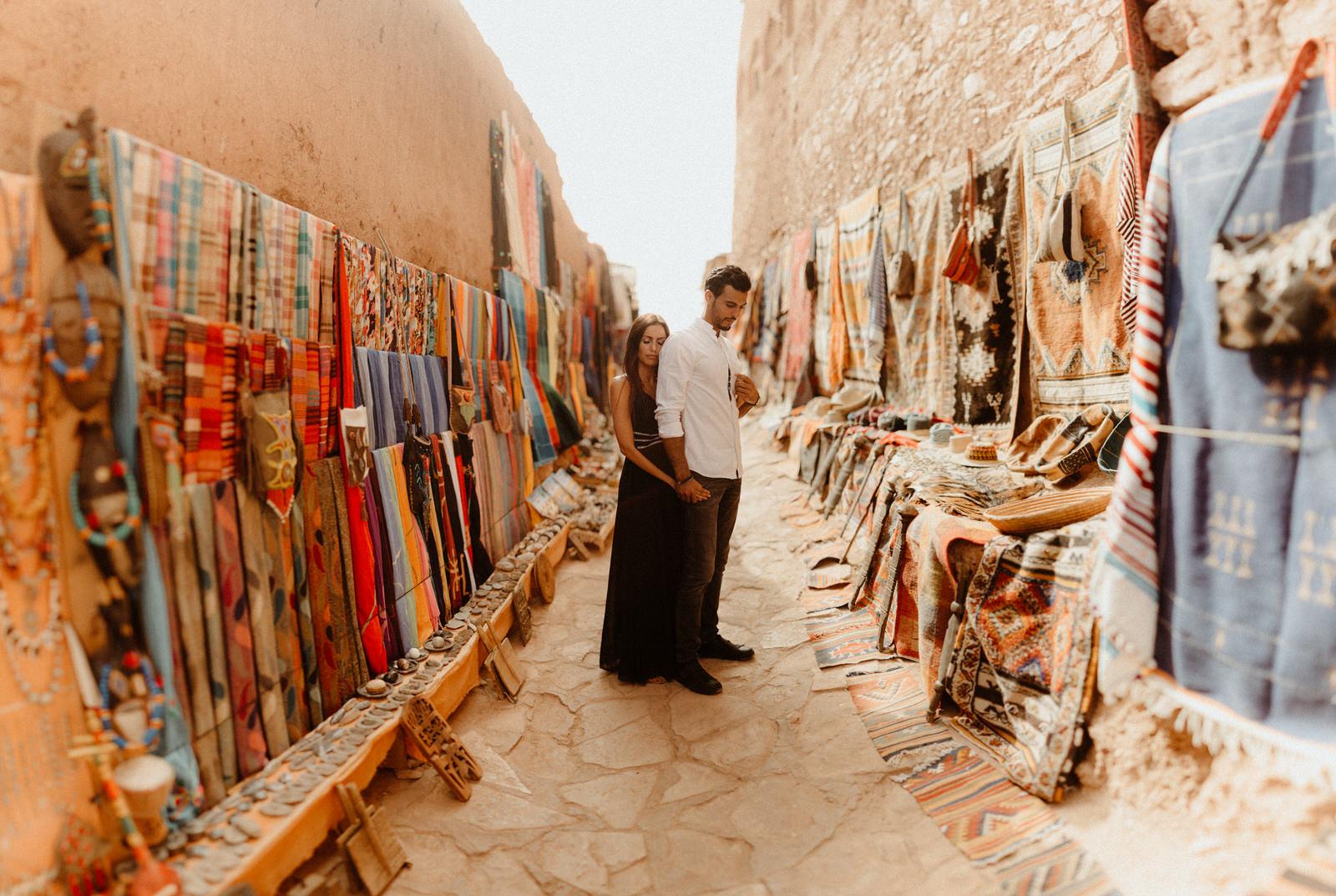 brenizer-effect-morocco-colors-carpets-ait-benhaddou