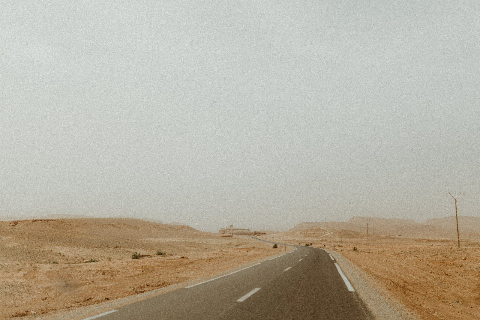 desert-road-from-sunrise-to-sunset-photographer-session-love