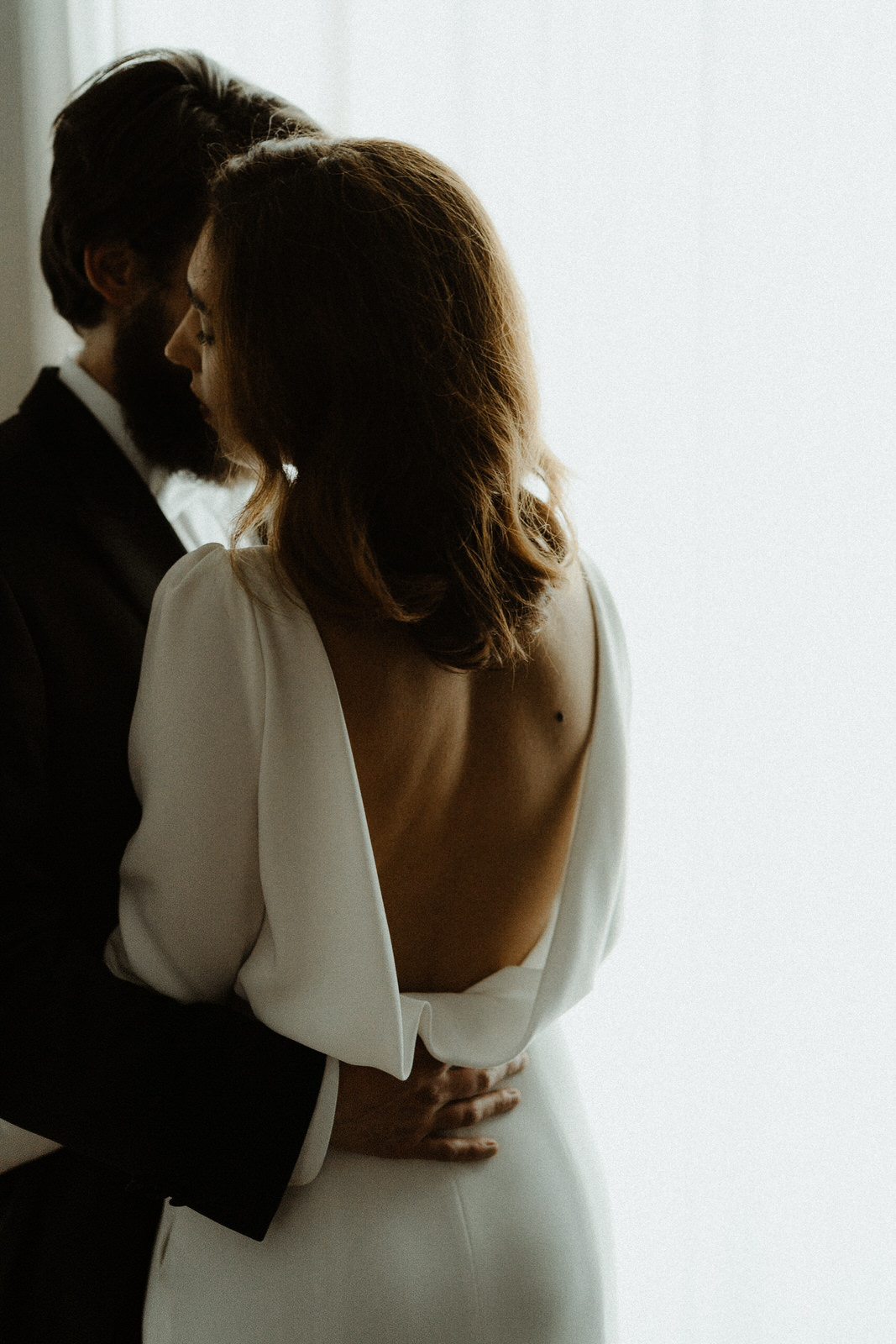 lighting-liking-other-couple