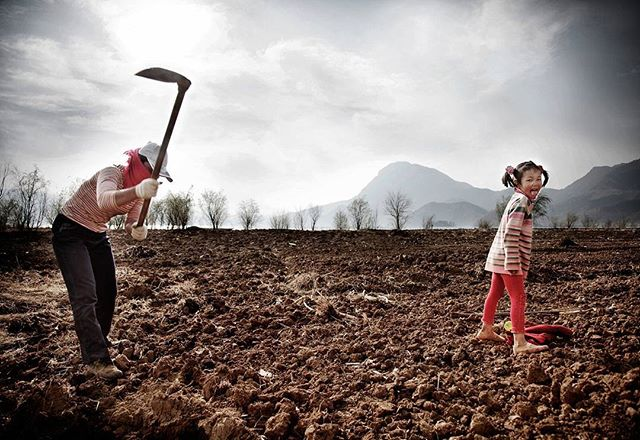 Enjoy simplicity  #yunnan #china #documentary #agriculture #farming #simplelife  #backtoback #b2b #kanmanphotography #streetphotography #travelphotography #travel