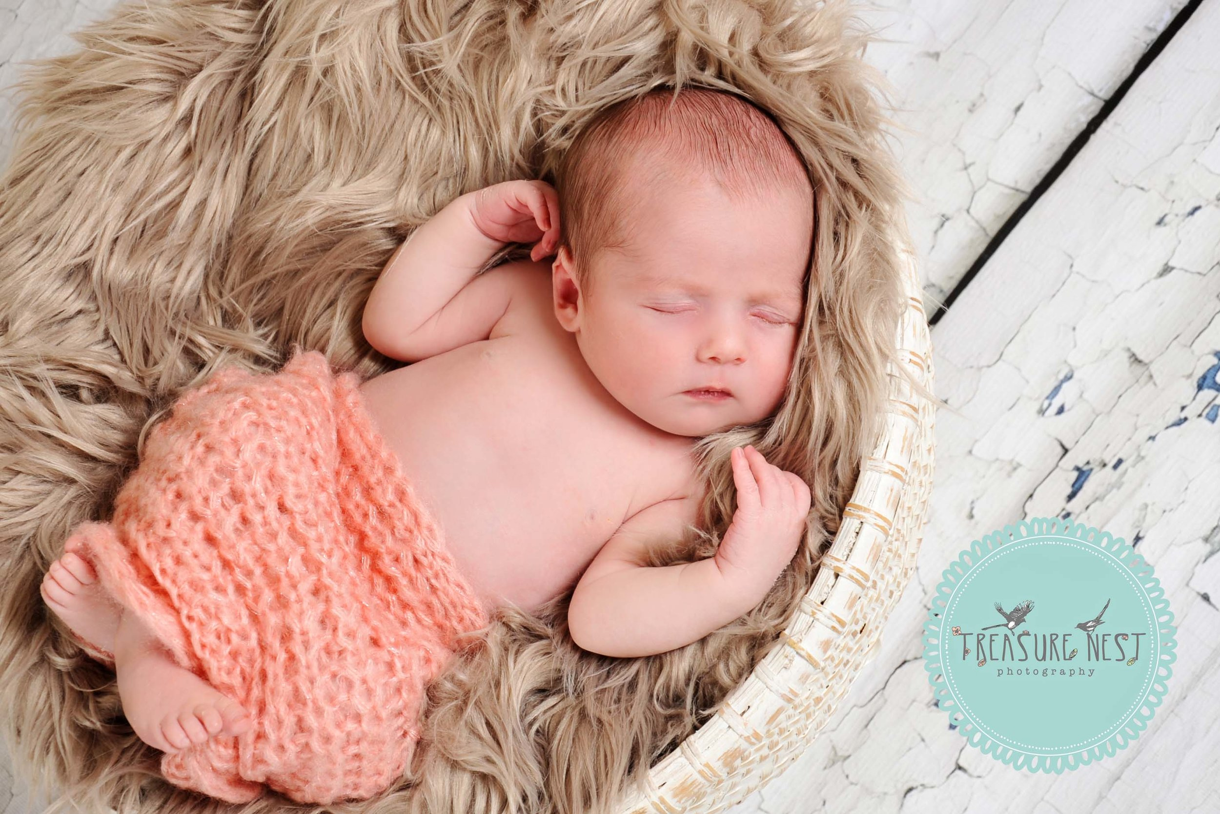 """Thoroughly recommend Laura, her photos of our newborn daughter are stunning and she is a lovely friendly lady to boot!""    Hayley Townshend"
