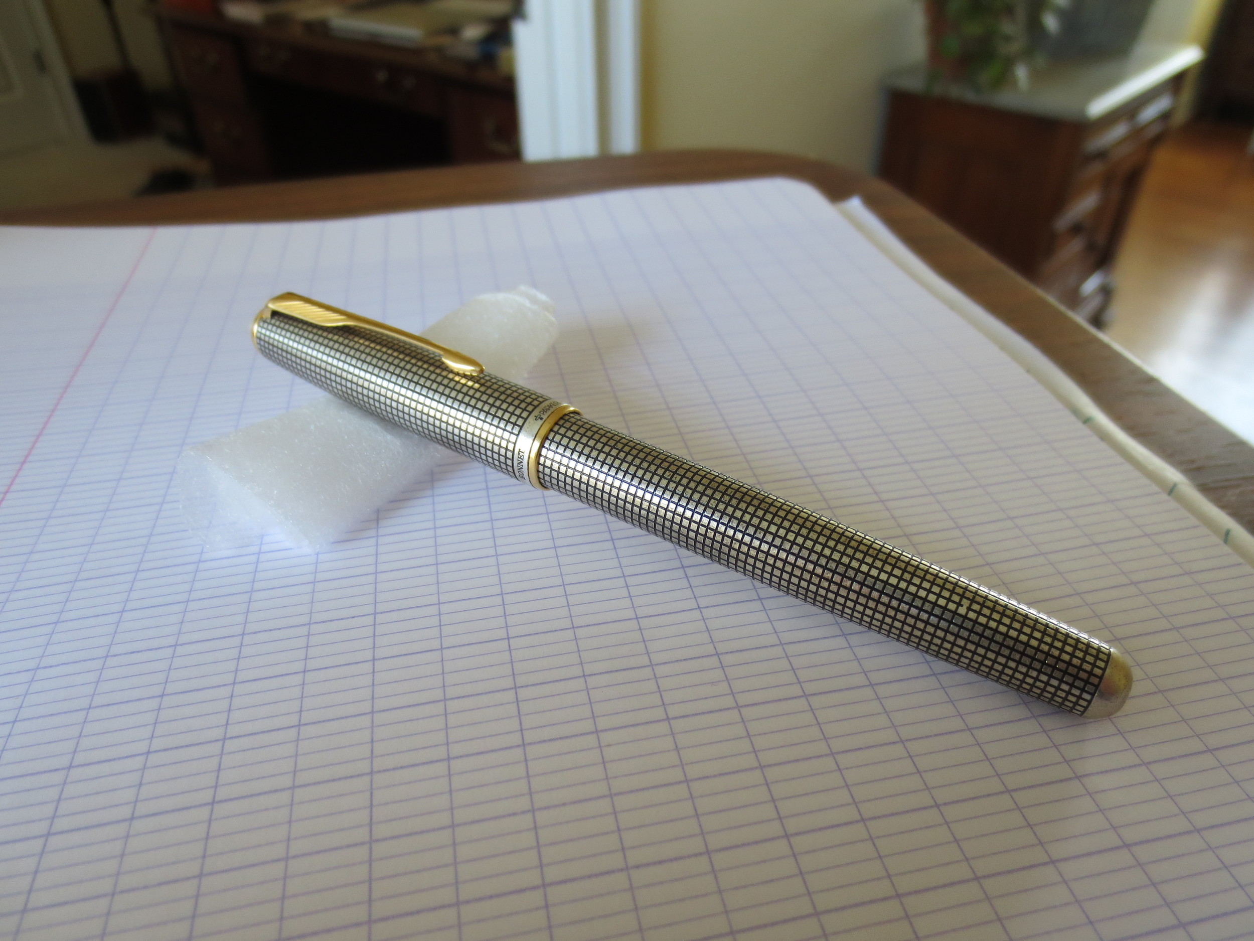 Early model Parker Sonnet Cisele.  My research dates this pen to the early to mid-1990s, because of the two-toned cap band.