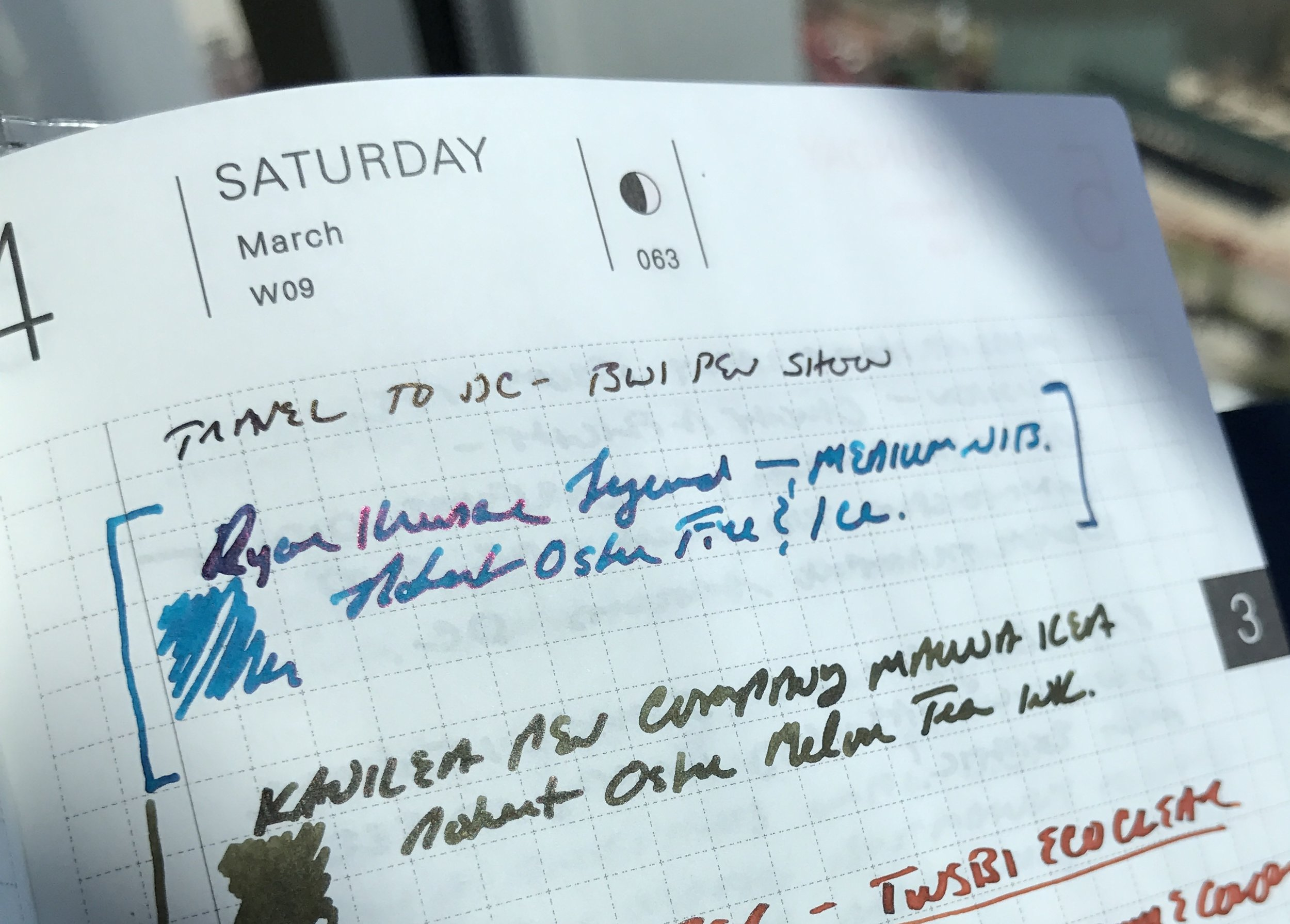 Another writing sample, this time photographed in the light and from the side. Check out the sheen!