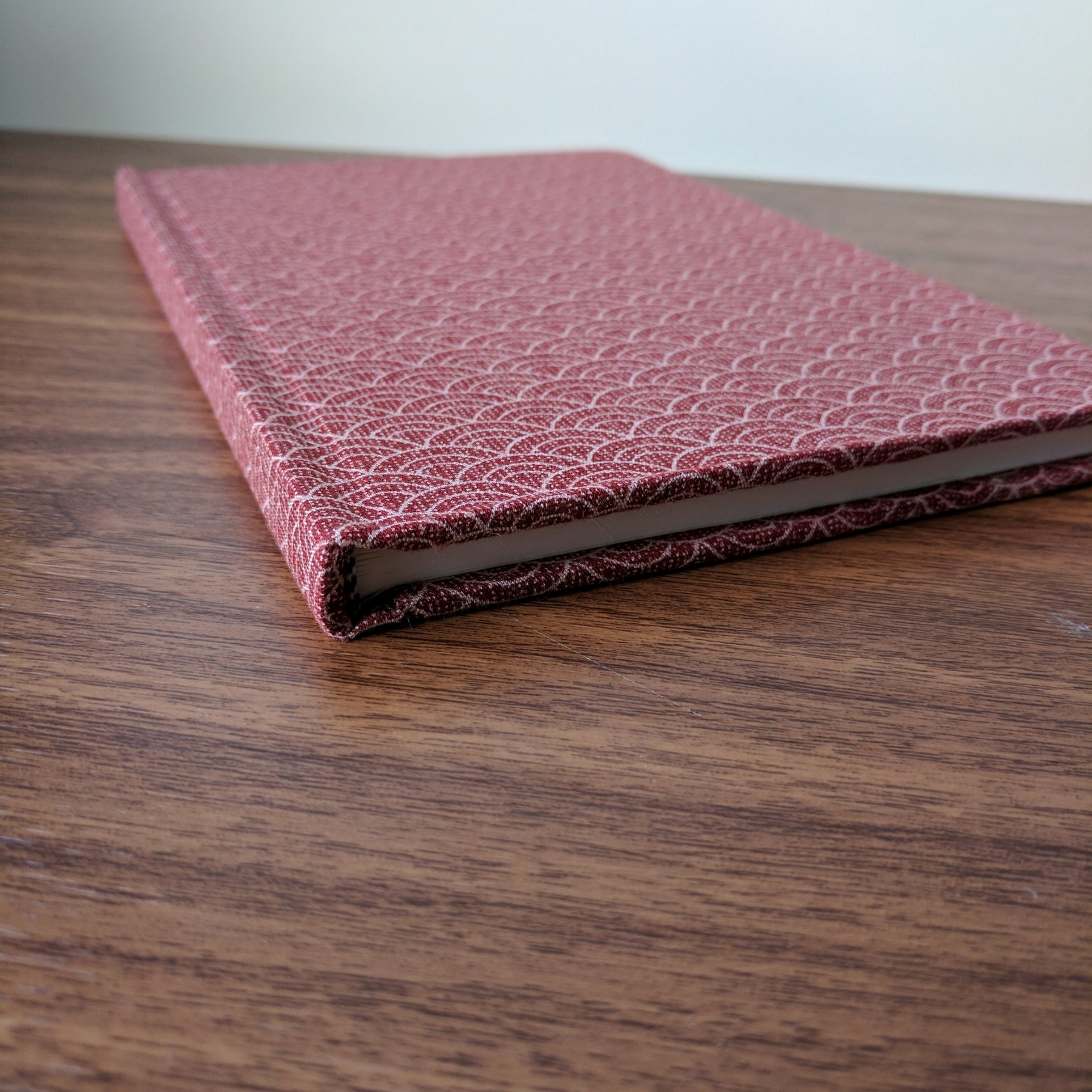 "Seighaia (""Wave"") pattern in Enji fabric. This thin journal actually has 200 sheets of paper."