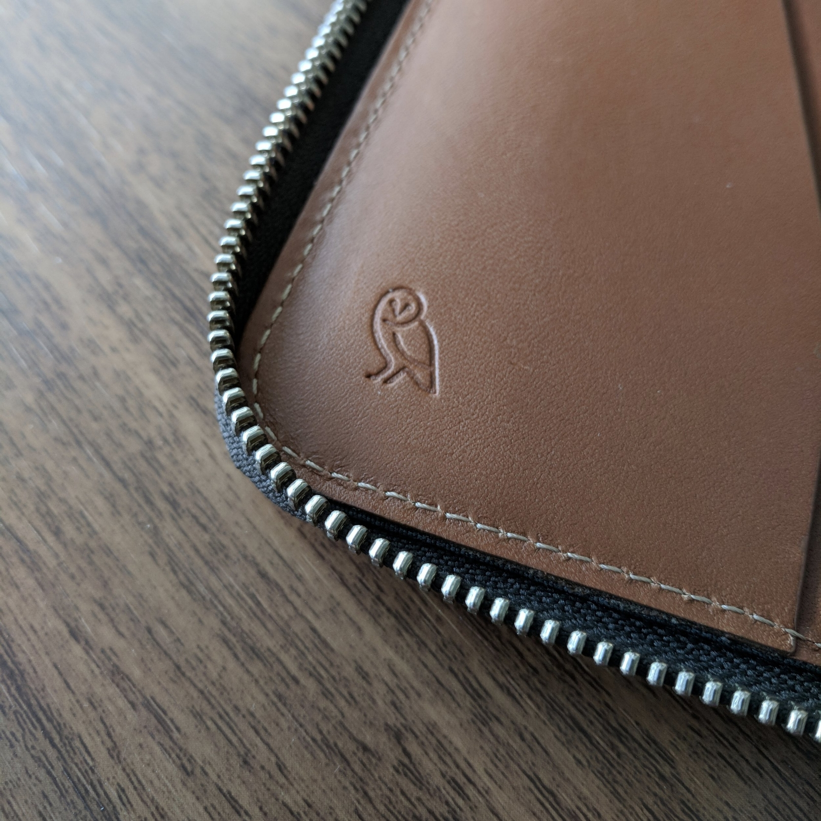 The Work Folio features a heavy duty zipper and Bellroy's trademark owl logo.