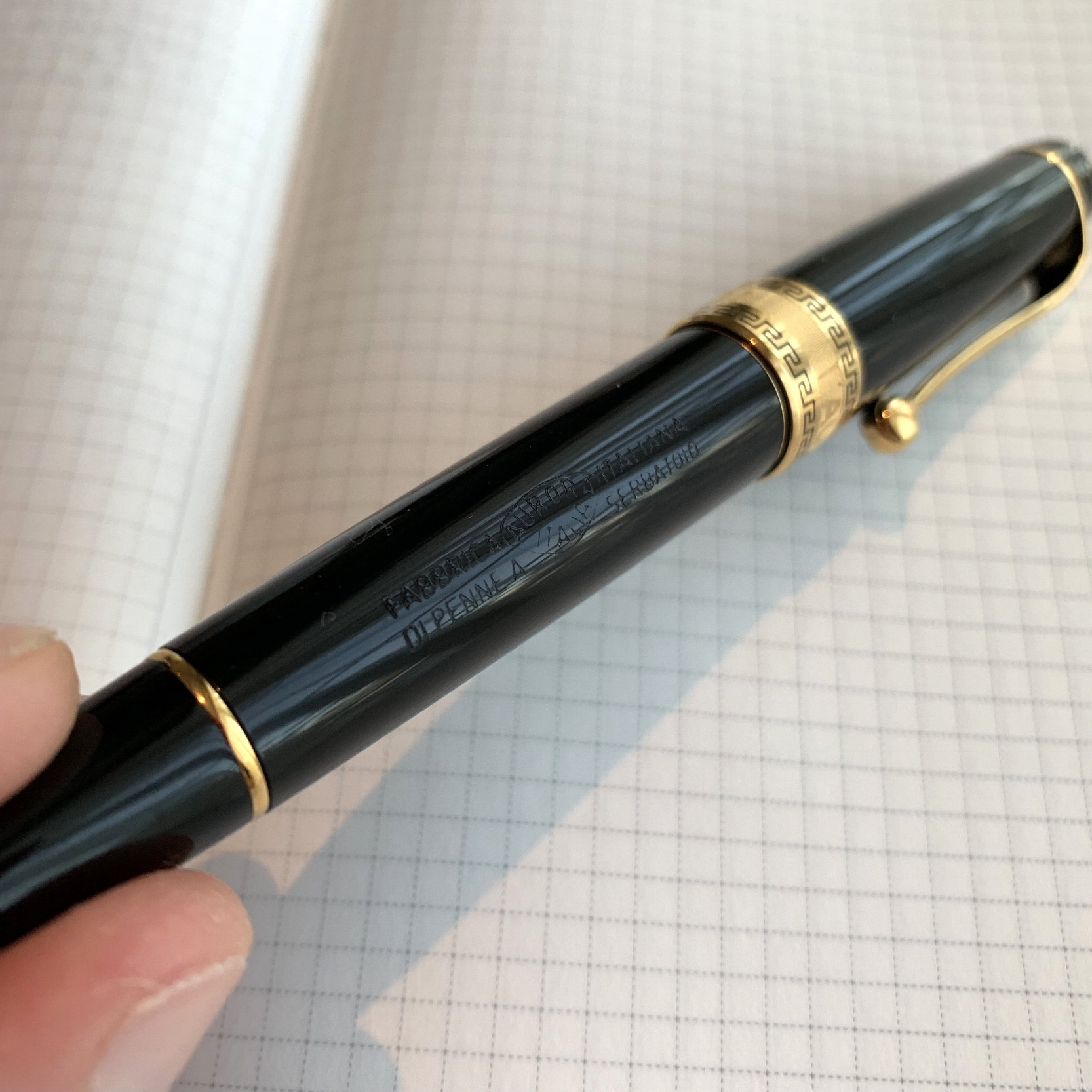 The vintage-style barrel engraving adds a touch of class to this pen, imho.