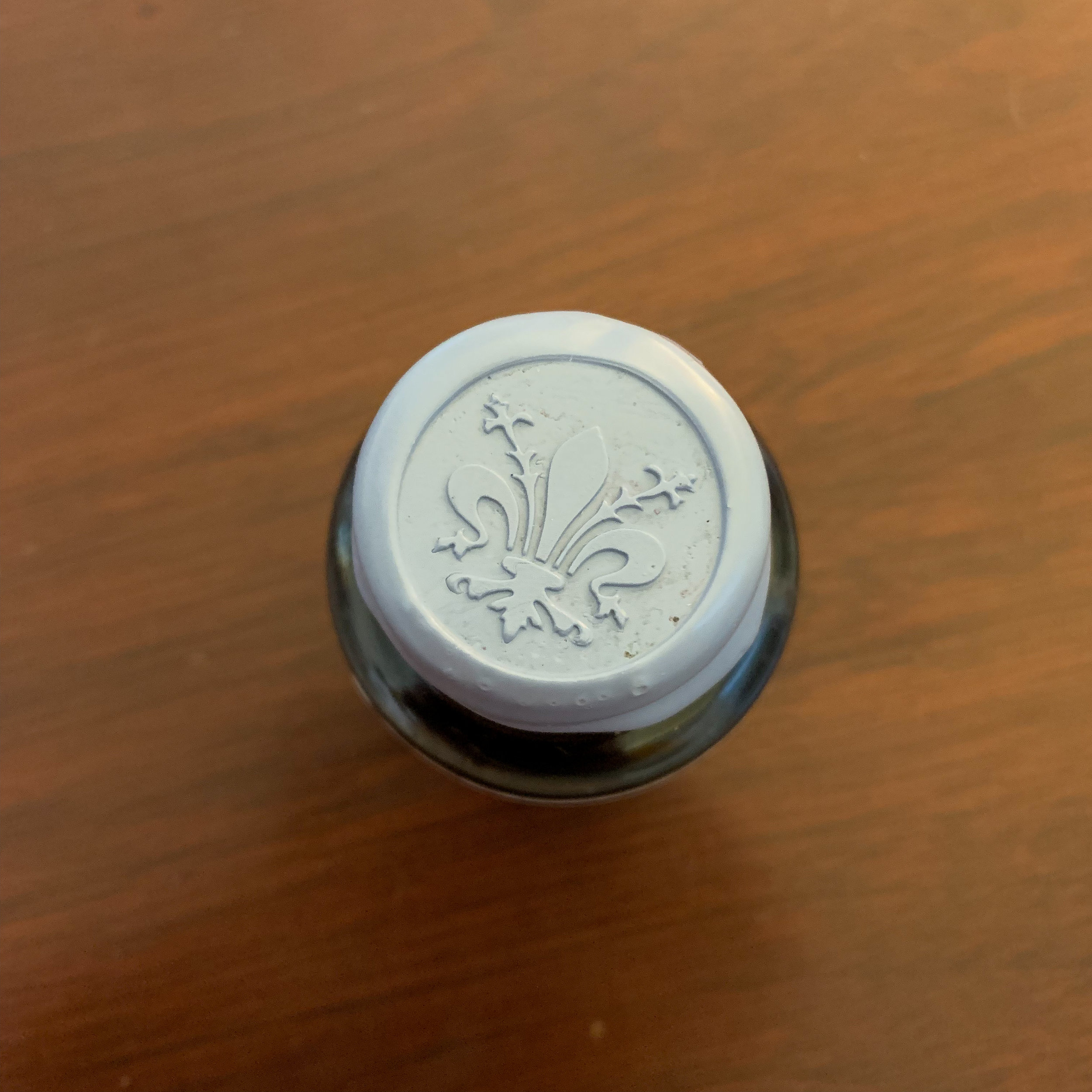 Papier Plume also specializes in wax seals, an example of which you will find on the caps of their special edition inks.