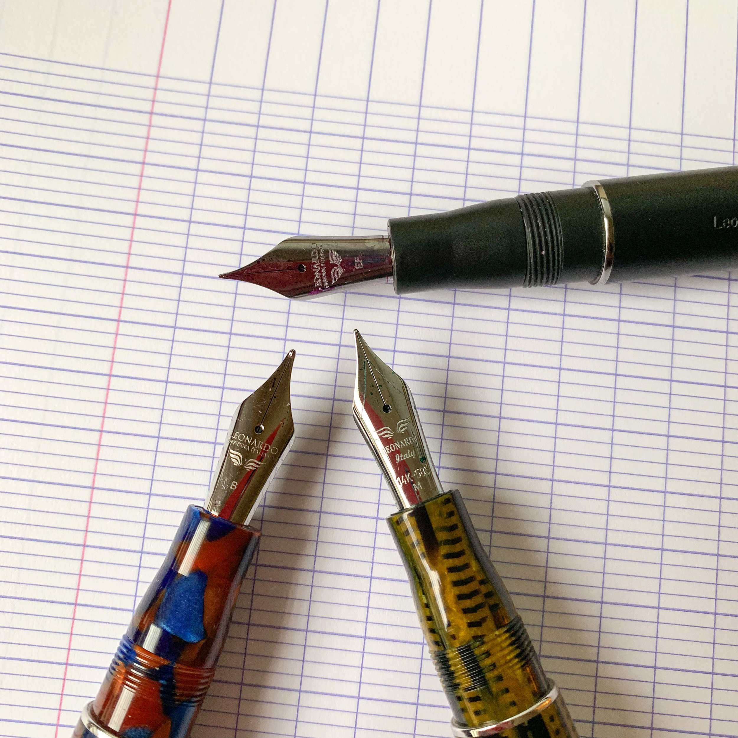 Leonardo Momento Zero nibs, ranging from the ruthenium-plated (top), to the stainless steel (bottom left) to the rhodium-plated gold (bottom right).