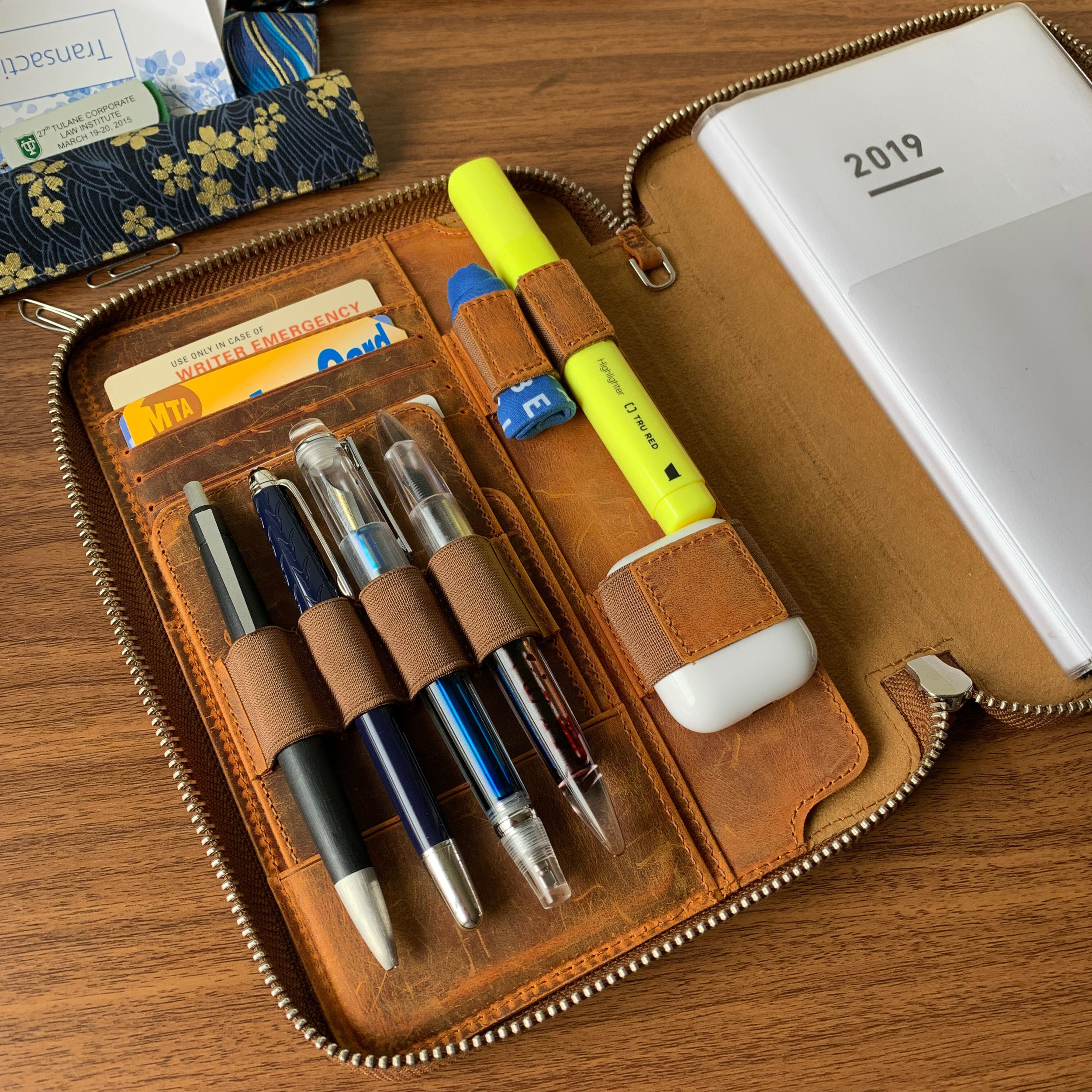 I updated the EDC this week! Check out my review of the Galen Leather A5 Zipfolio - link below.