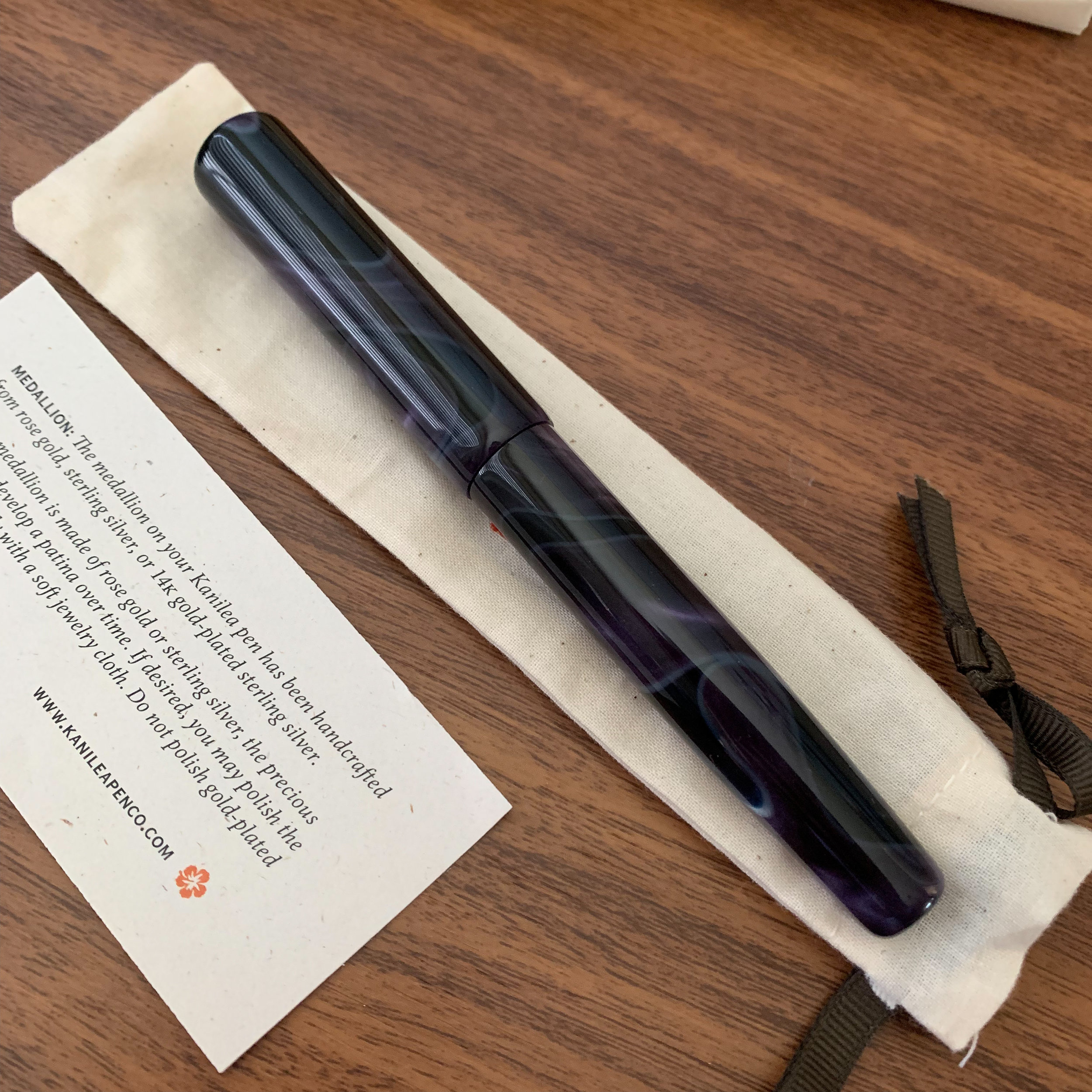 Because there are unique variations in the acrylic on each pen, I love choosing my Kanilea pens in person. If you look closely here, you will see that the swirls in the material are continuous. Kanilea uses a feature-matching process that transitions the color and design from cap to barrel.
