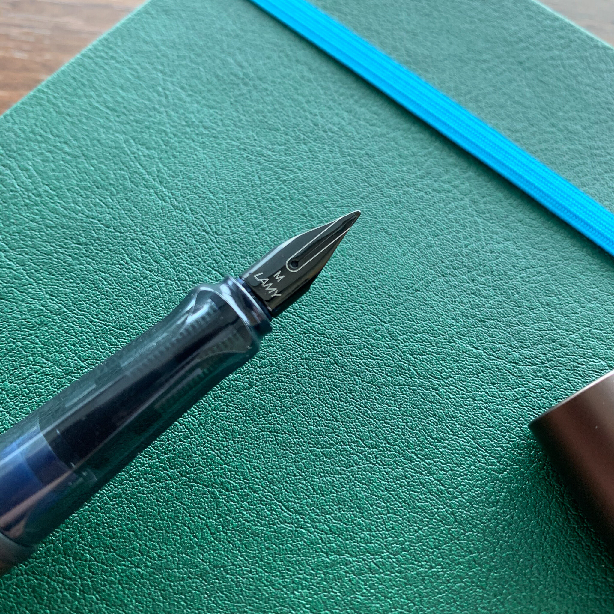 Apart from the special colors, the only real difference in terms of hardware between the Lamy AL-Star and the Lamy LX is the nib.