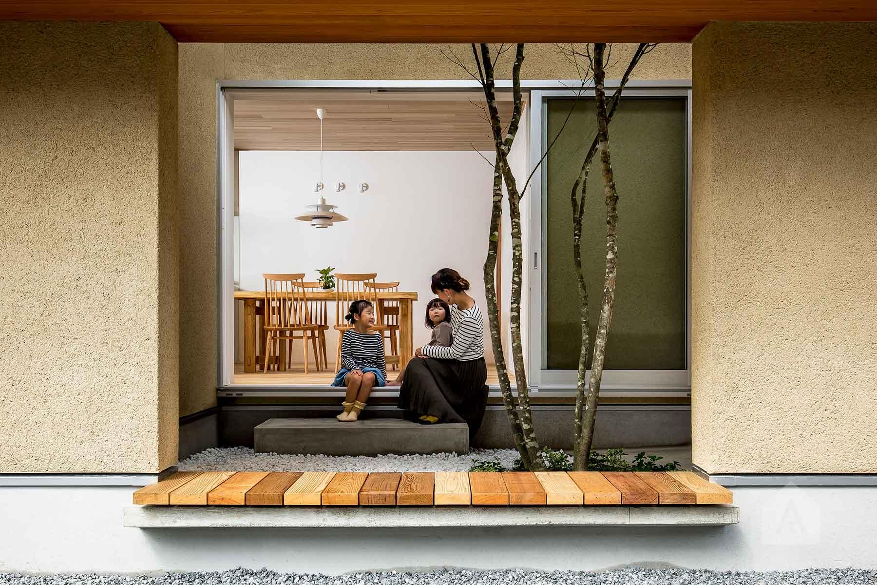 Architecture by Hearth Architects, Japan. Photography by Yuta Yamada