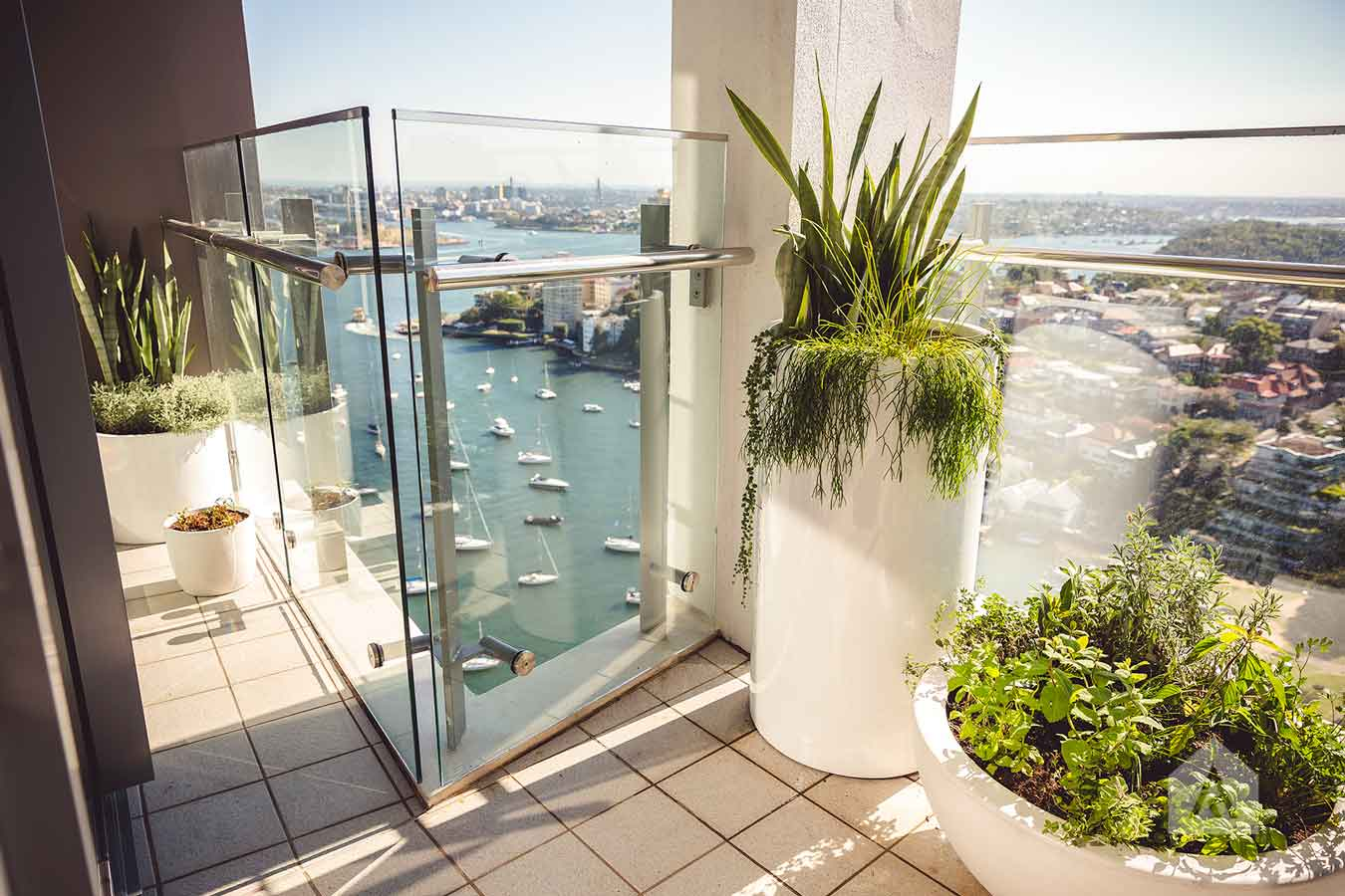 ©-Adam-Robinson-Design-Milson's-Point-Balcony-by-Chanelle-Ockenden-04.jpg