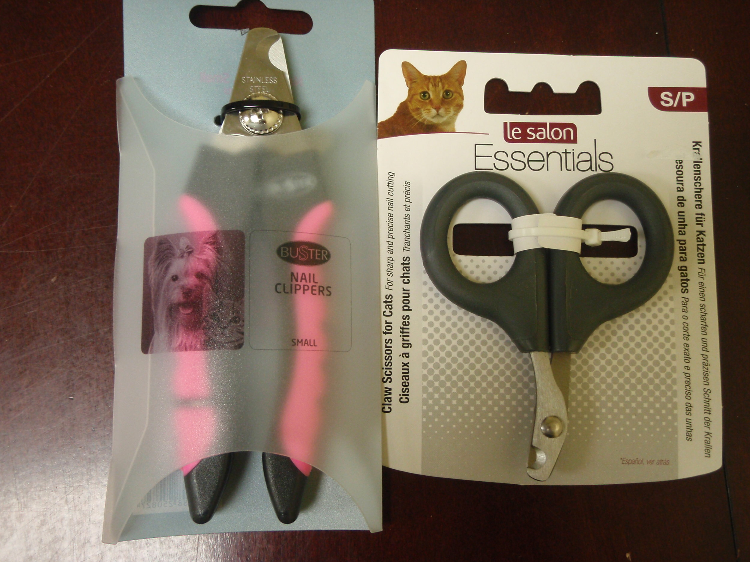 Nail clippers for cats and dogs