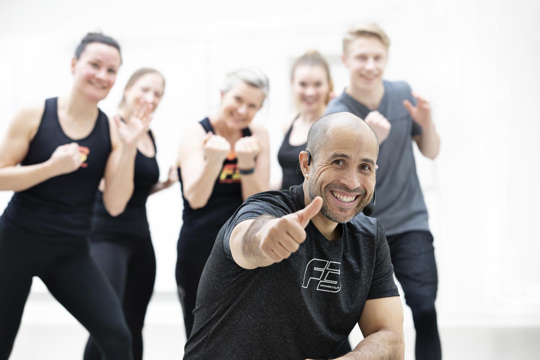 Om os - Vi tror på, at den gode følelse når du træner og helheden mellem krop, sind og sjæl, skaber de positive forandringer du ønsker.Positive forandringer, der holder, helt uden du skal gøre en indsats for det!
