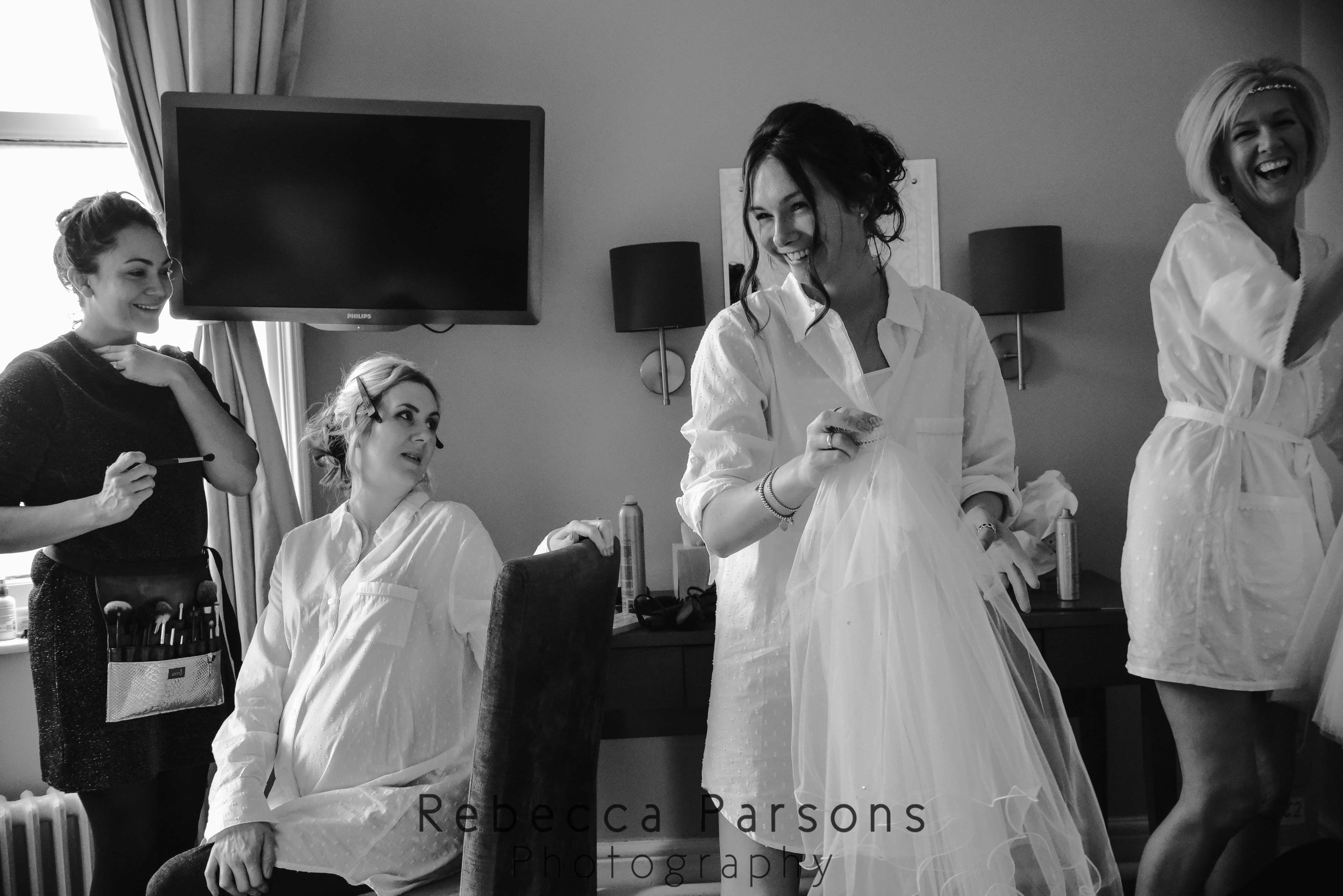 bride-getting-ready-black-and-white