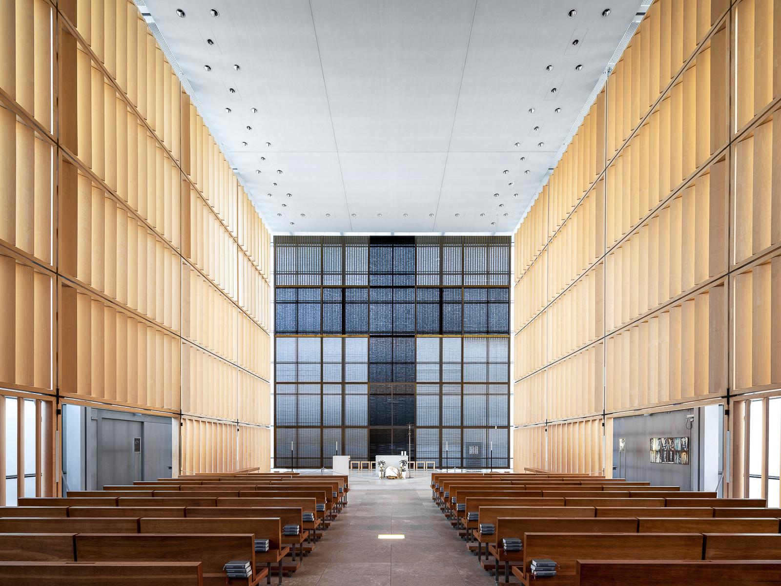Herz Jesu Kirche, Munich, Germany (Sattler, Allmann et Wappner, 2000)