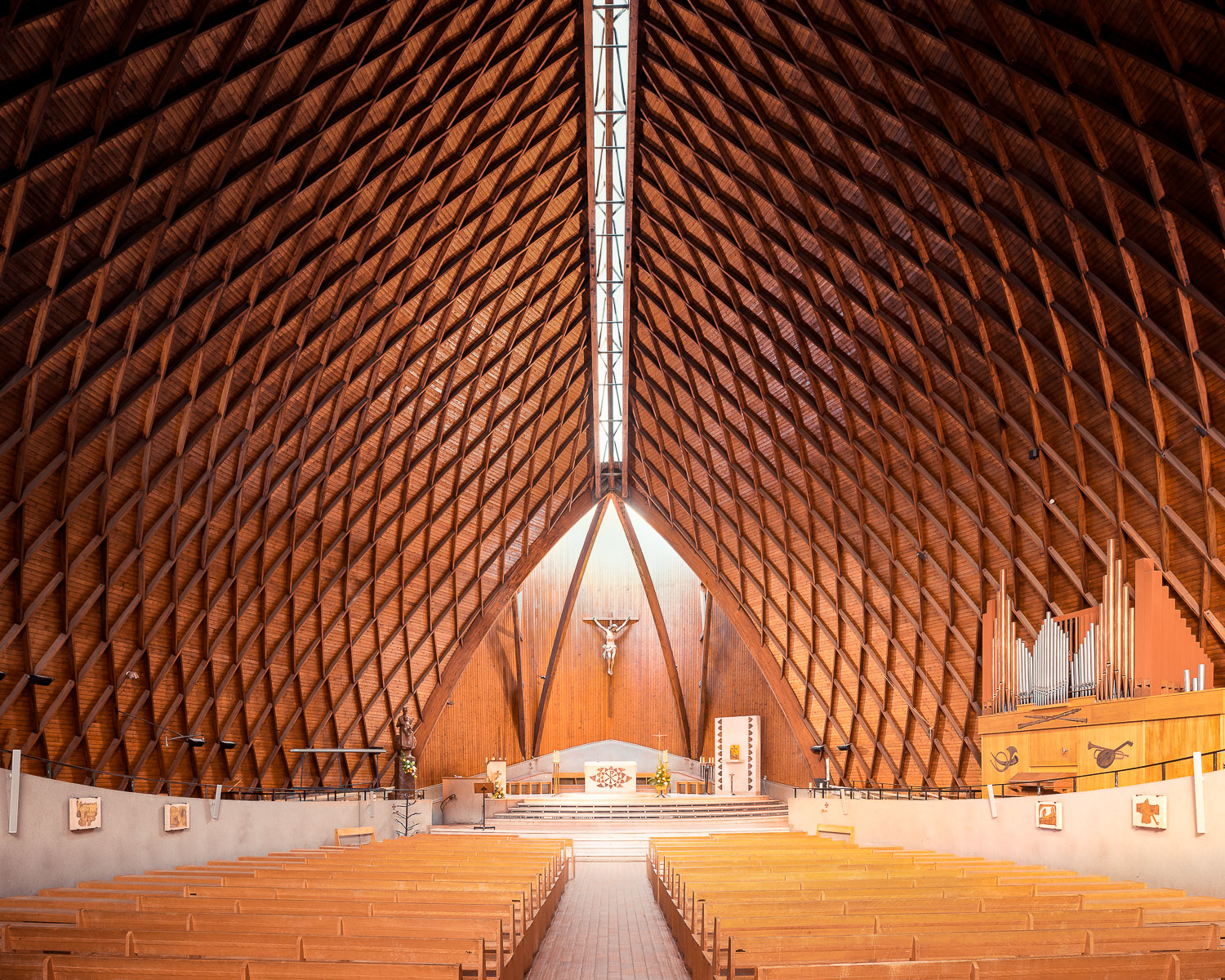 Notre dame du Chêne, Viroflay, France (Louis, Luc and Thierry Sainsaulieu, 1966)