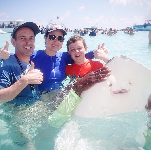 The three of us left Colin on the boat (he wanted to stay) and went to #stingraycitycaymanislands with roughly a bajillion others. But it was fun nonetheless. I'd love to spend more time on this beautiful island. #kidsandtravel #familycruise #mscseaside #msccruises #springbreak19