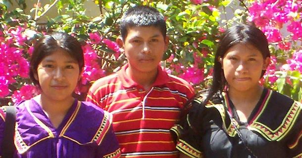 Los tres becados, Three scholarship winners