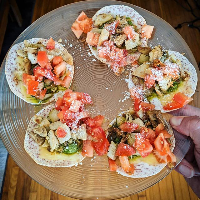 I often use my #tarotillas for non-traditional tacos that would typically be more of a wrap or sandwich. Like these turkey-pesto-swiss tacos. #cookuary #organic #glutenfree