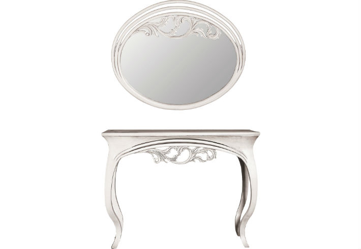 Mirror and Console Table Finesse