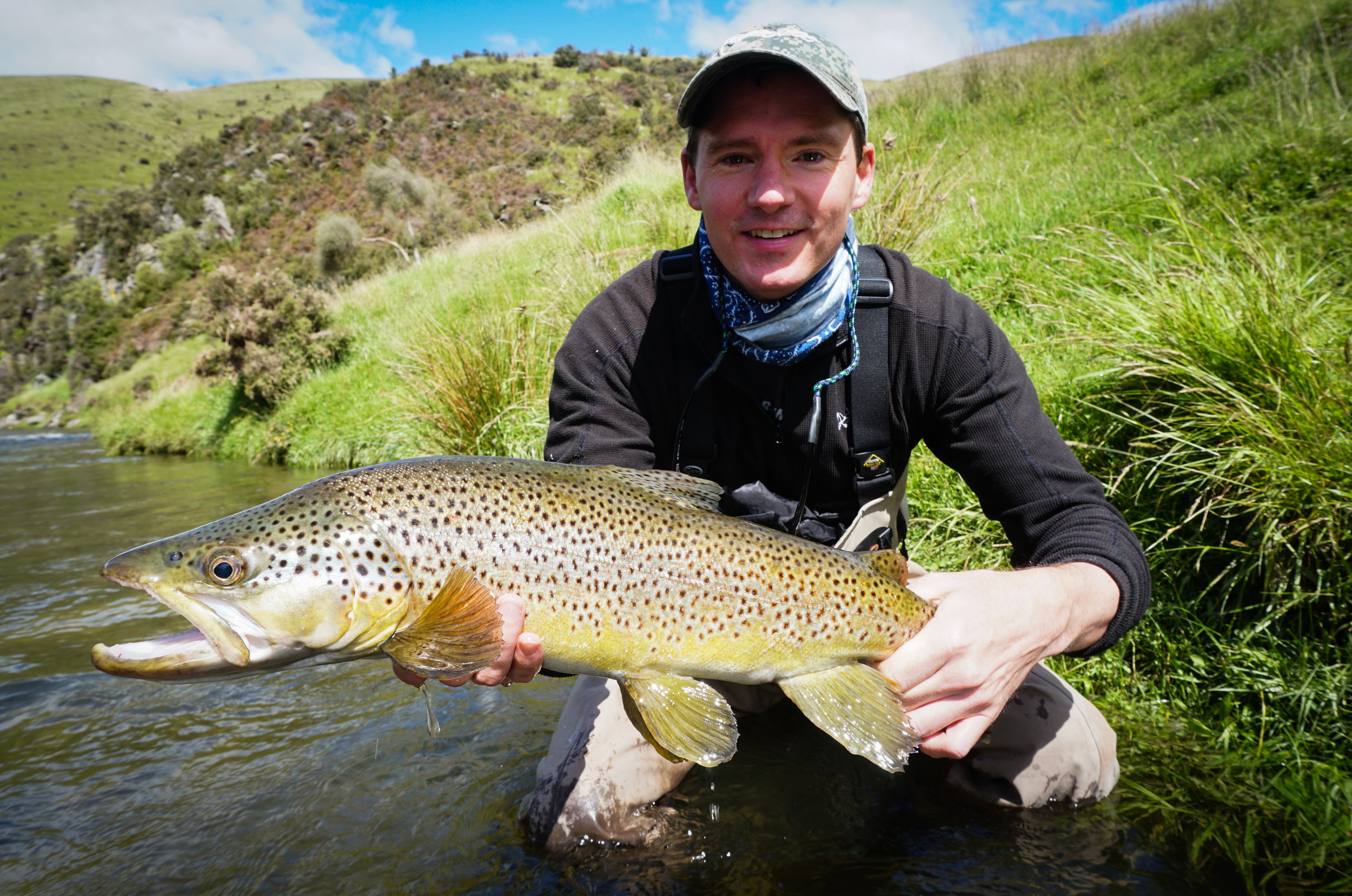 Huge New Zealand brown trout fly fishing