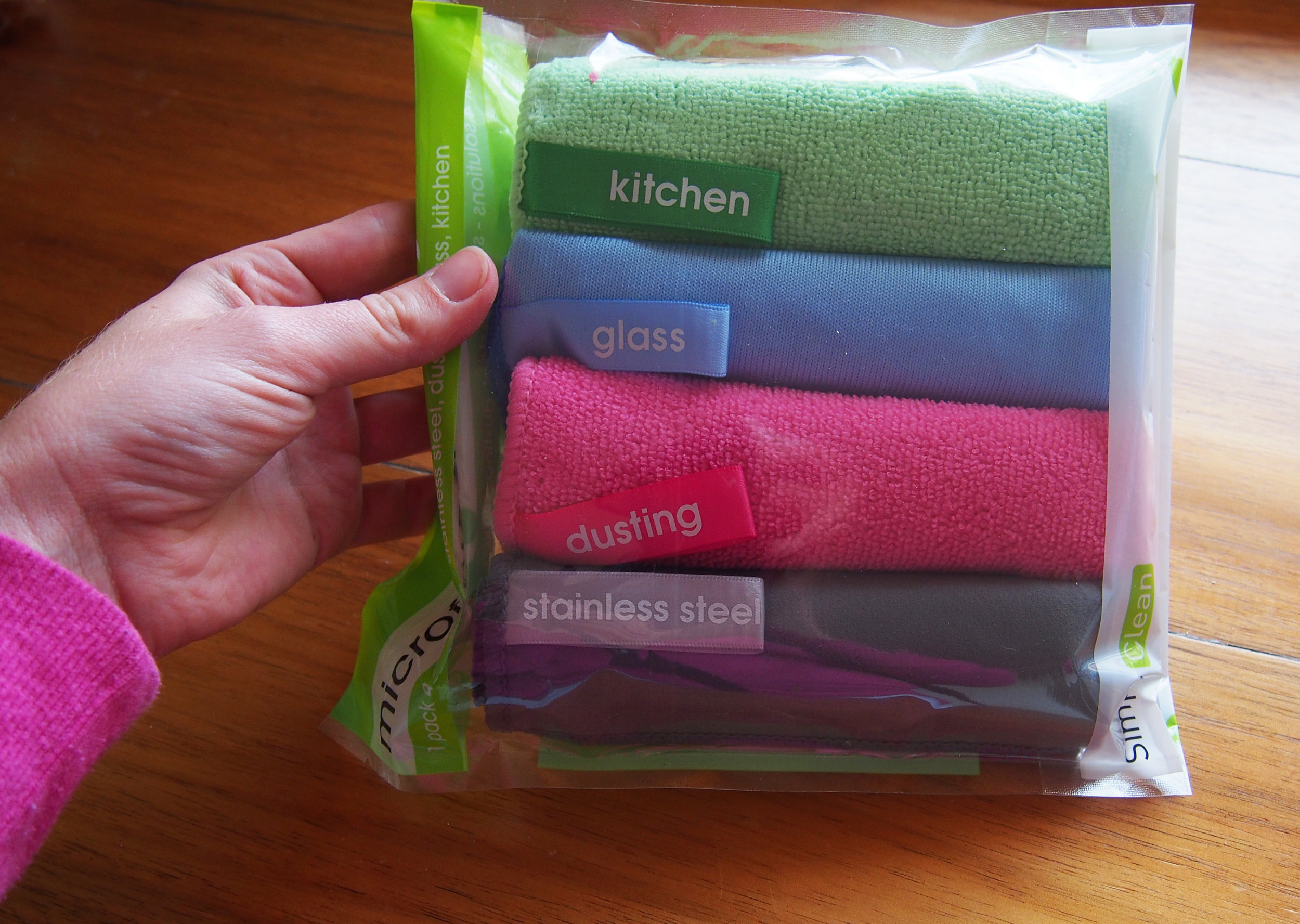 using microfibre cloths to clean the house naturally