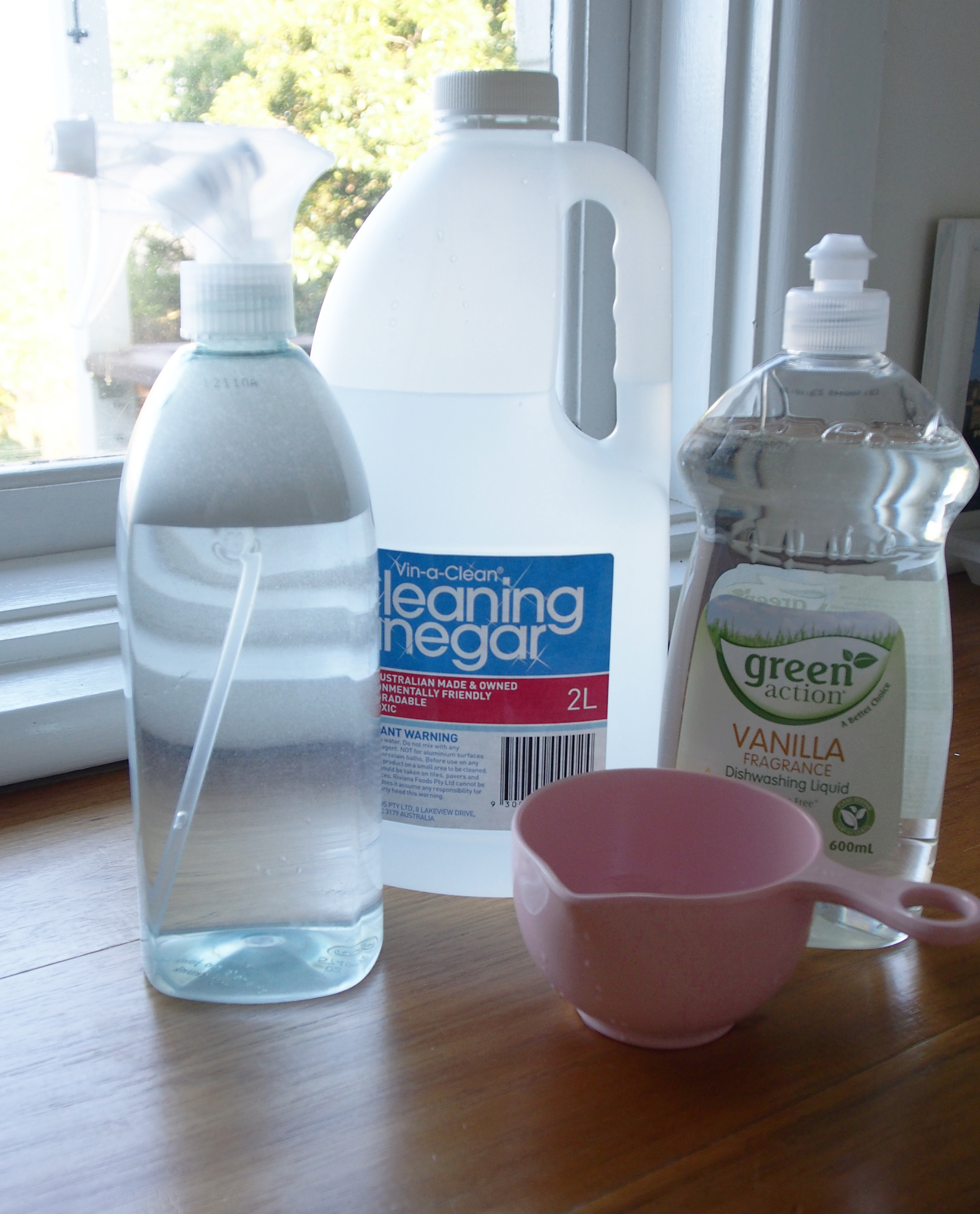 natural cleaning supplies for window and glass cleaning