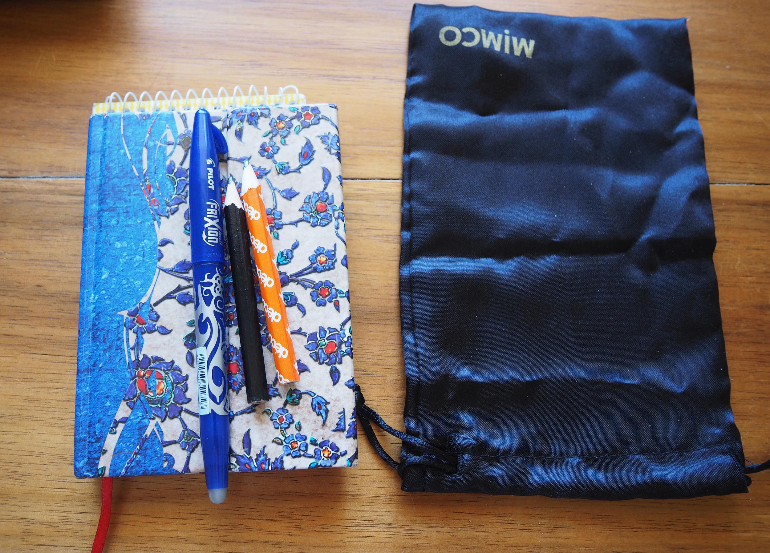 how to organise a handbag