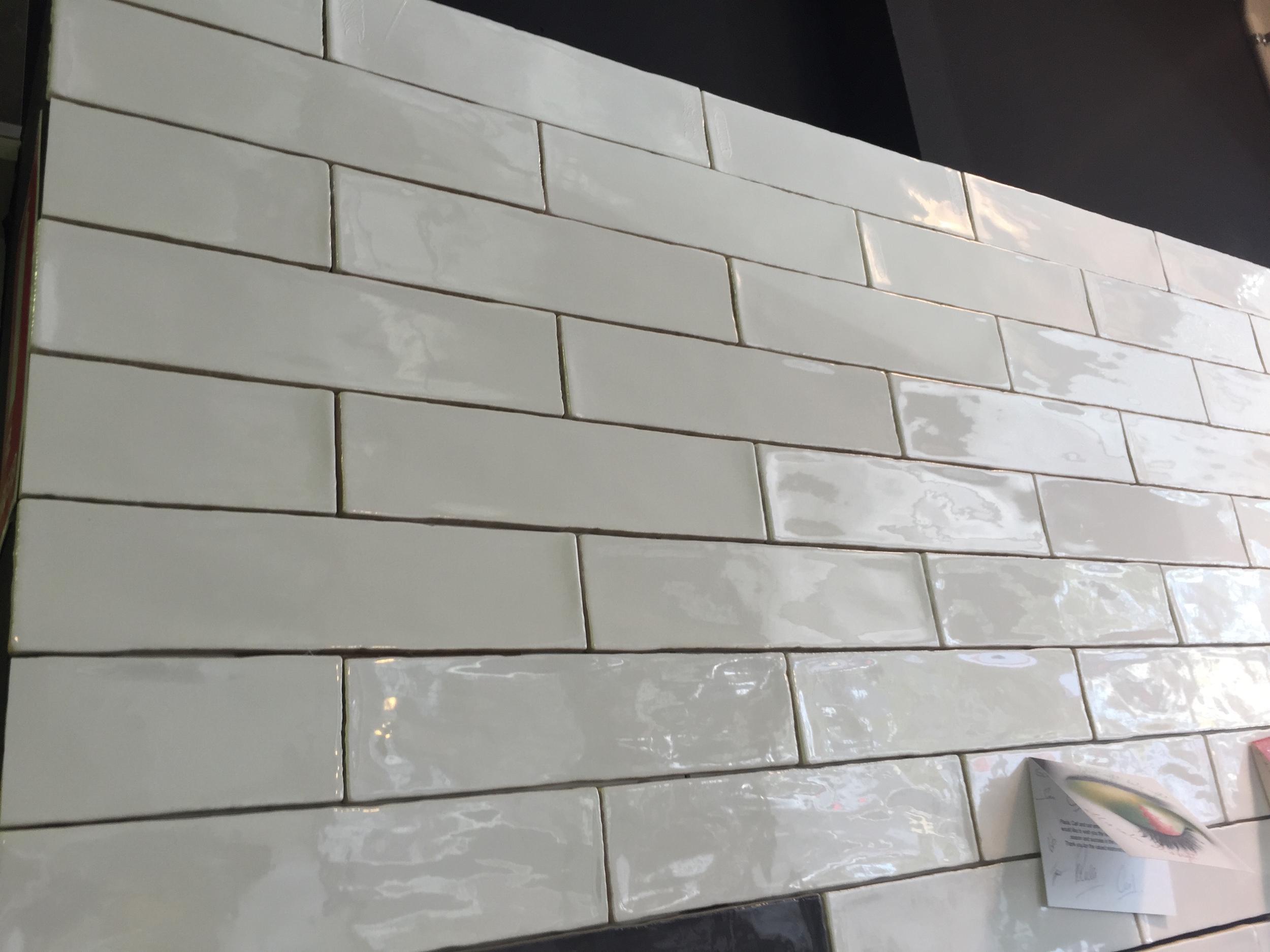 Splash-back tiles in subway