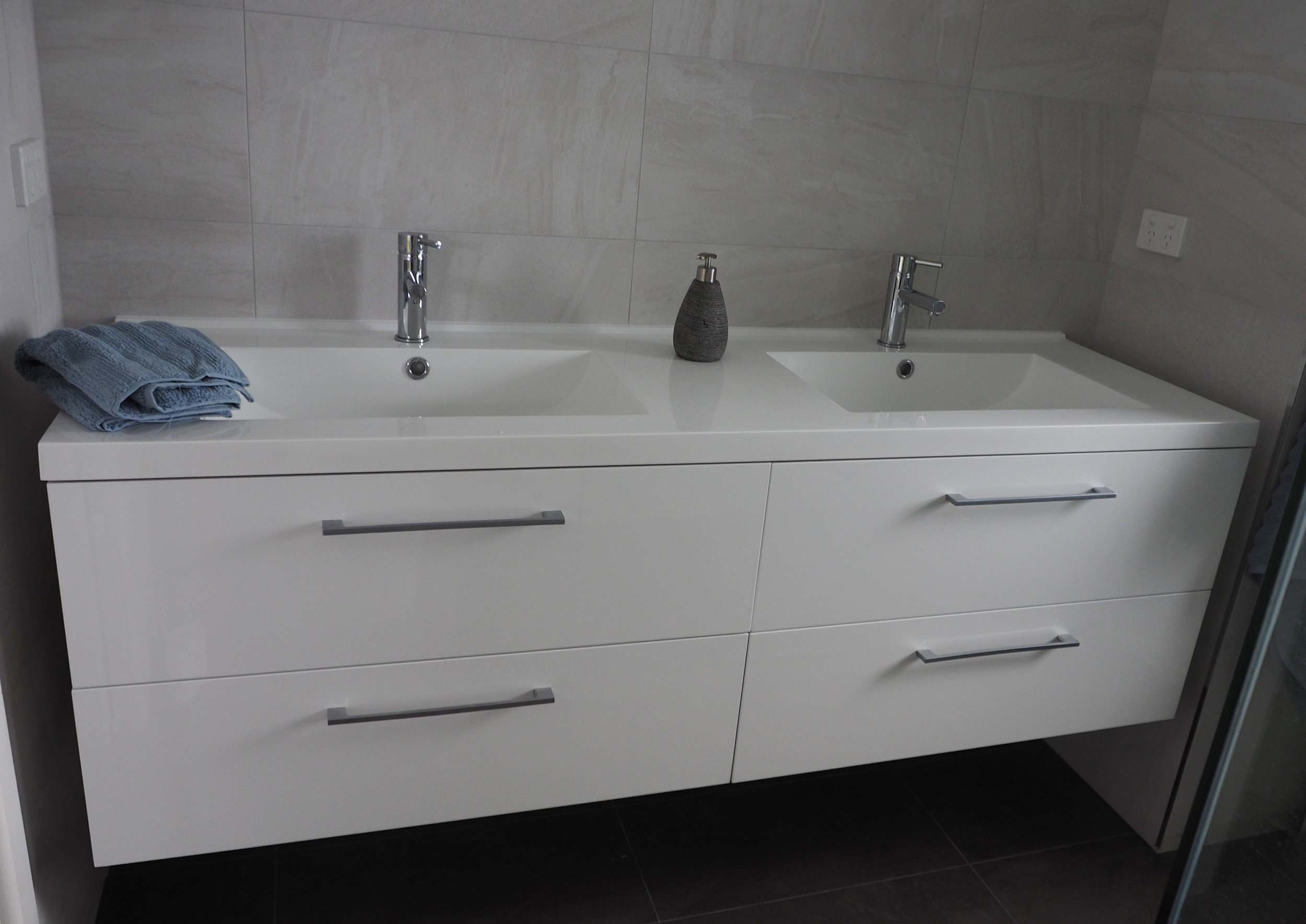 bathroom vanity organisation