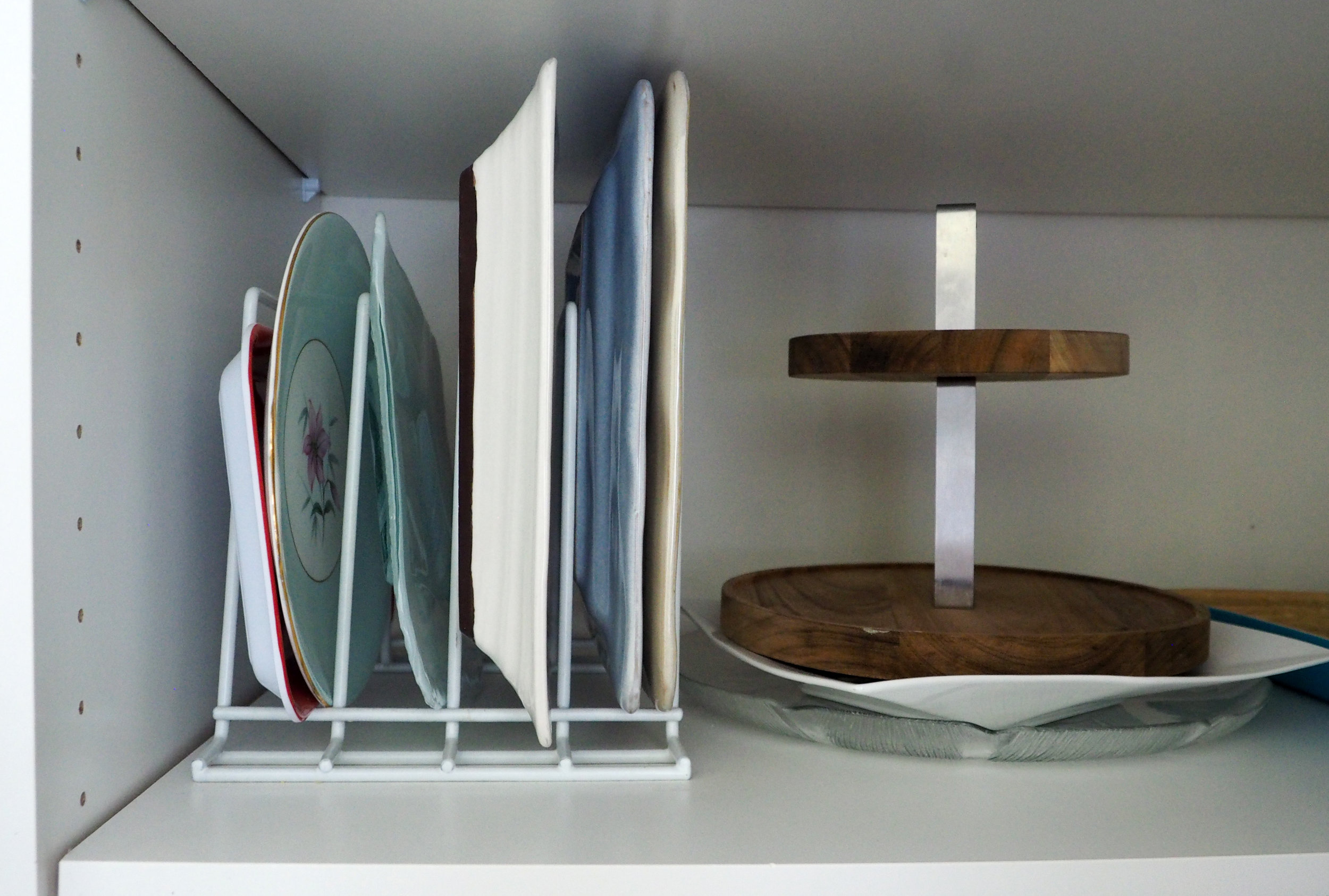 Use a dish-rack divider to store platters neatly {The Organised You}