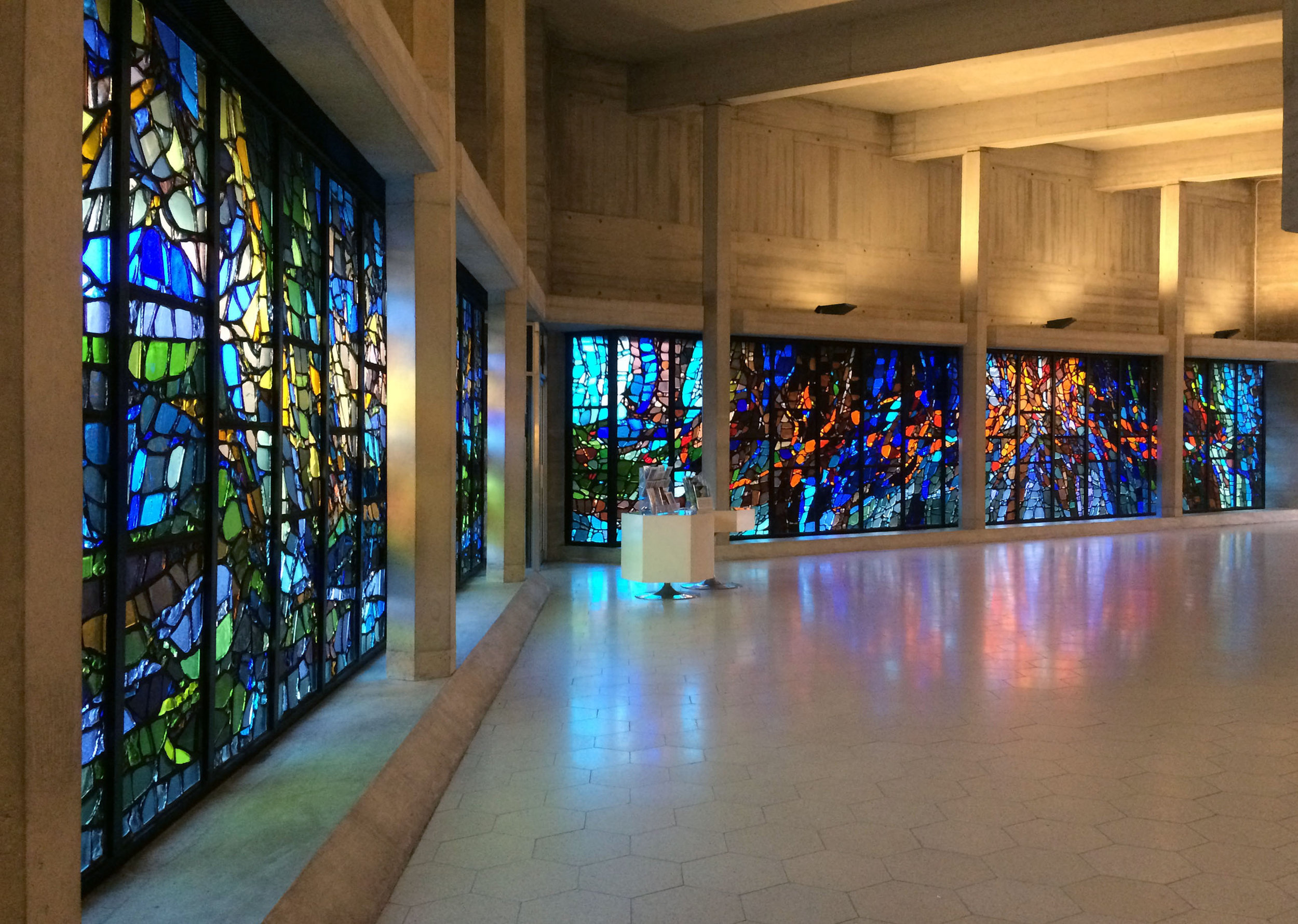Henry Haig's dalle de verre windows