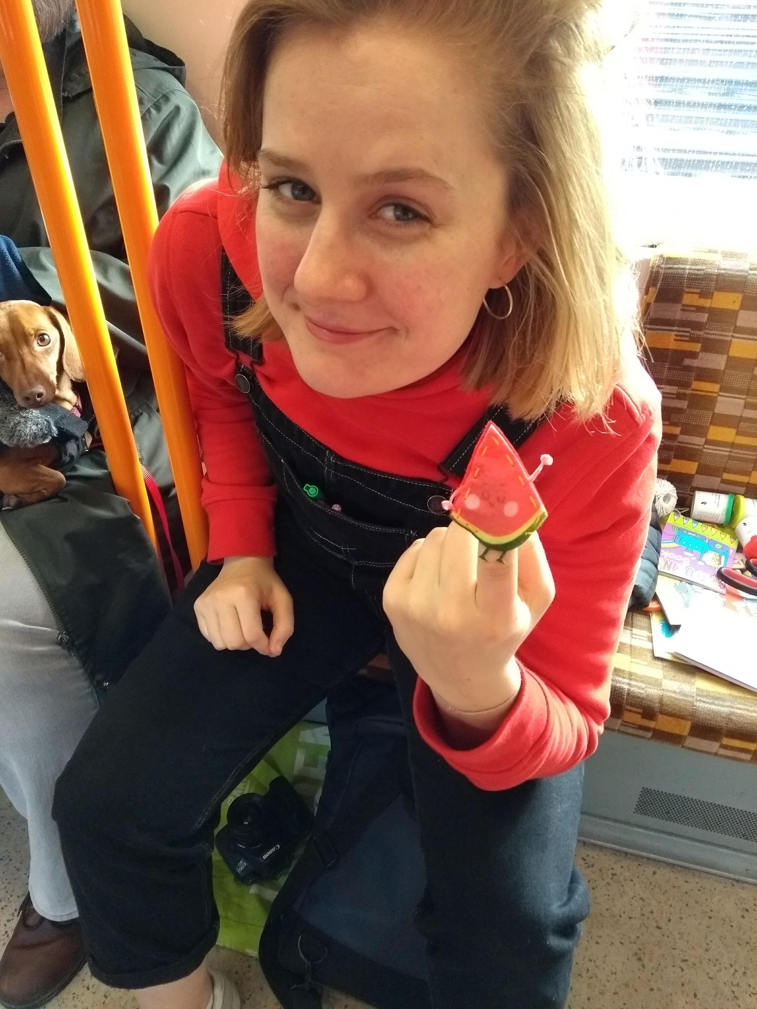 Edith makes a melon.