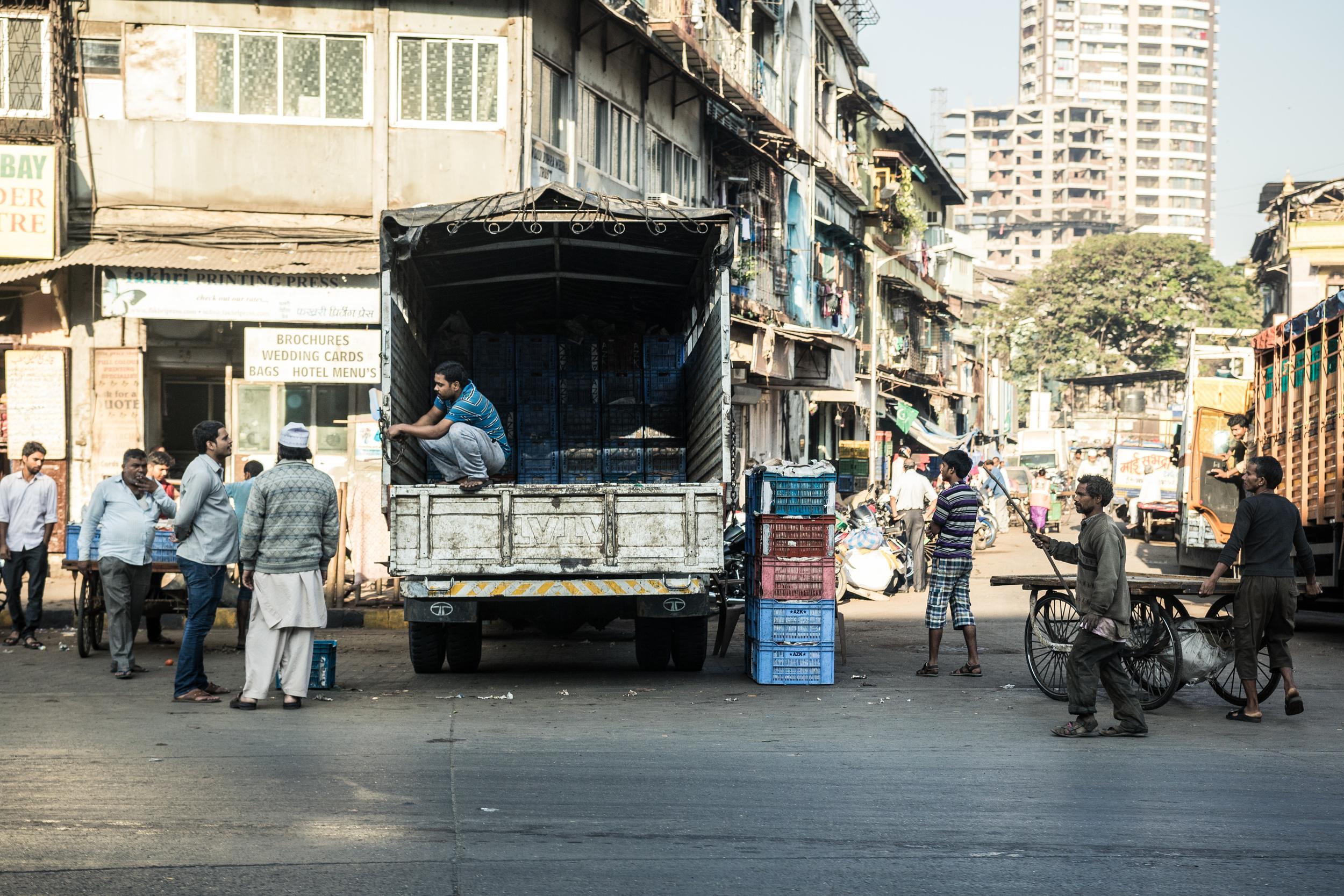 TL-India-Mumbai3-TruckMen.jpg