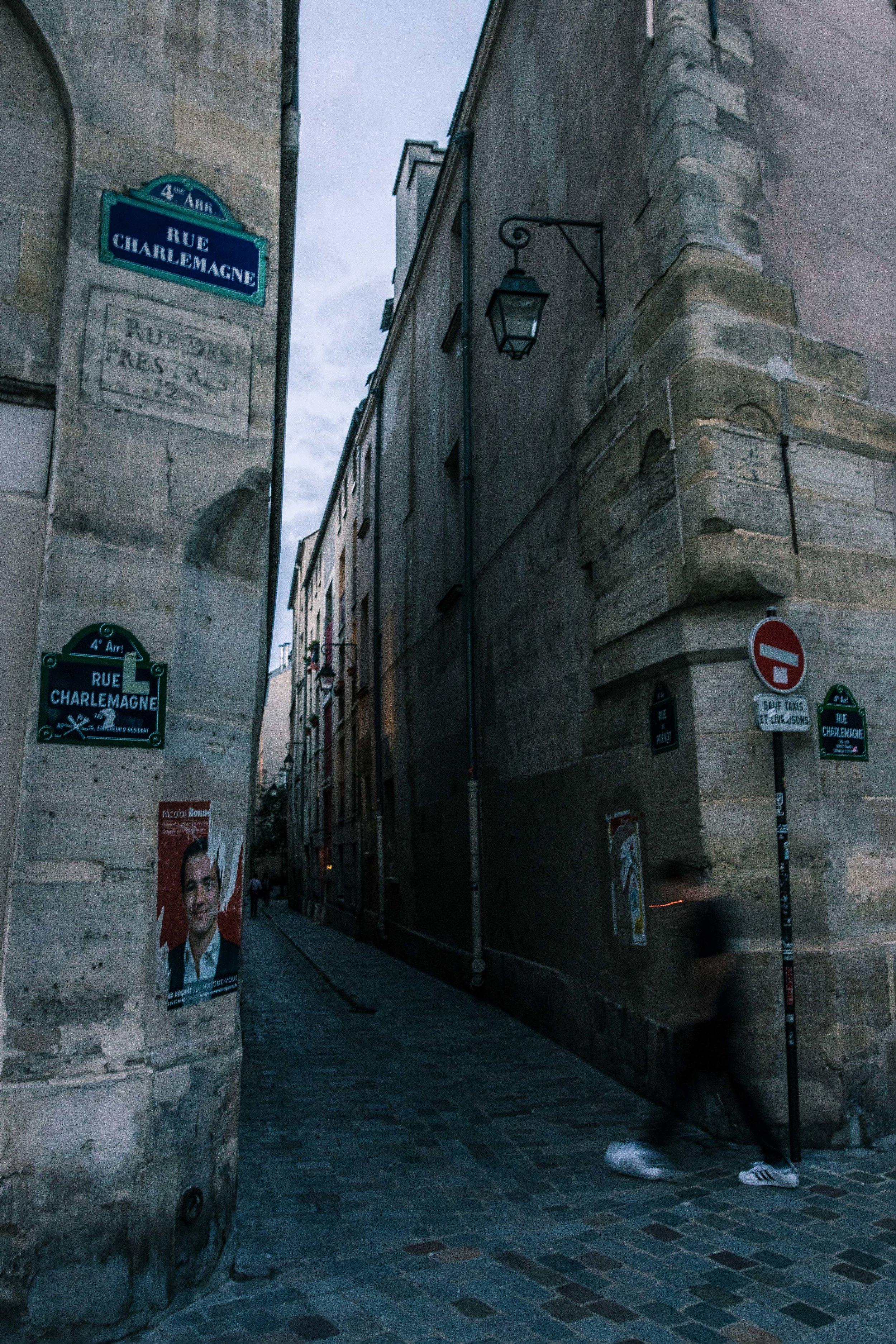 Fra-Paris-SmokingManEnteringPassage.jpg