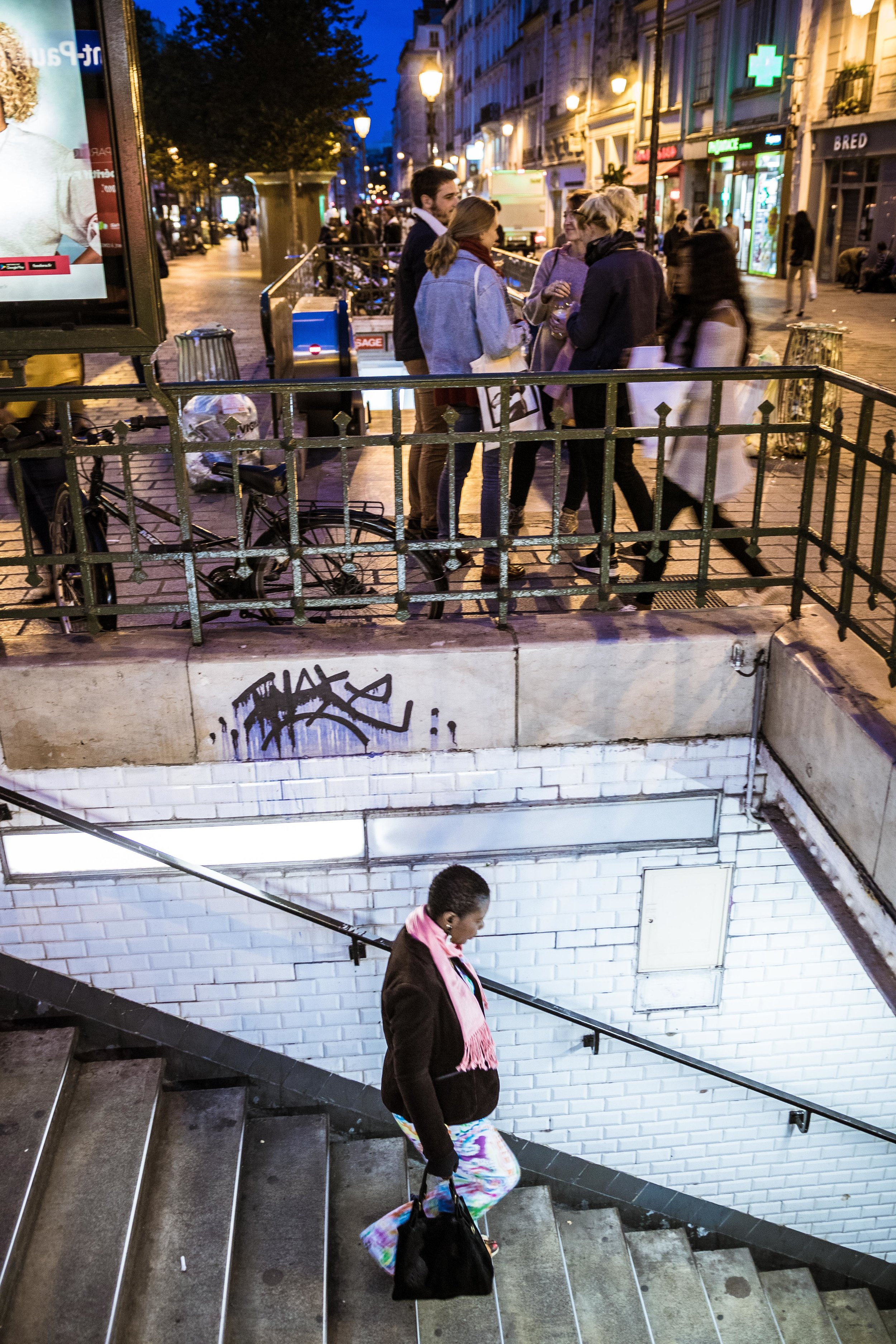 Fra-Paris-WomanEnteringStPaulMetro.jpg