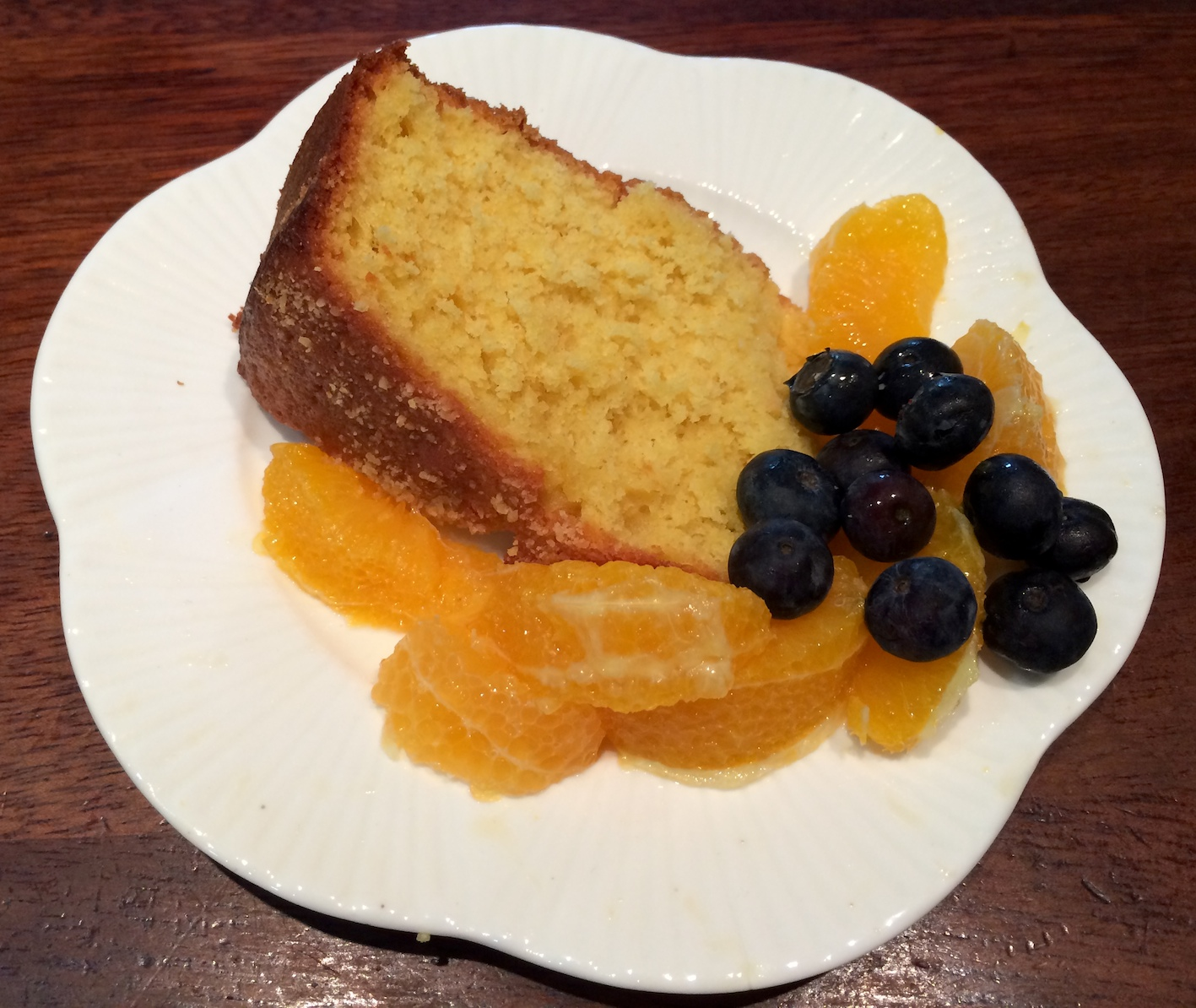 Orange yoghurt cake with fruit