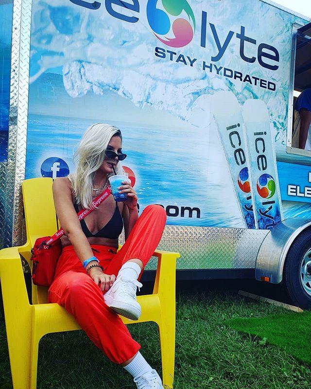 Islanders for the day 🌴🍍😎 @electricislandto . . . . #freezies #gatorade #greenvelvet  #electricisland #slushies #electrolytes #hydration #energy #tech #supreme #island #hanlanspoint #ice #🗝