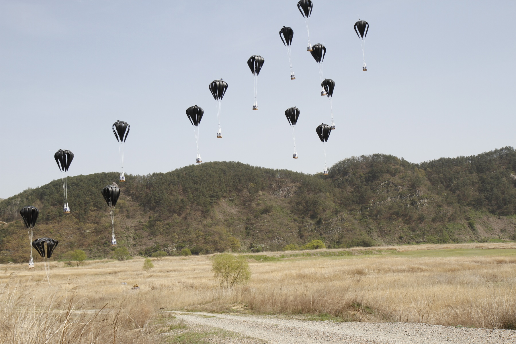 LCLA - low cost low altitude - Cargo Parachutes.jpg