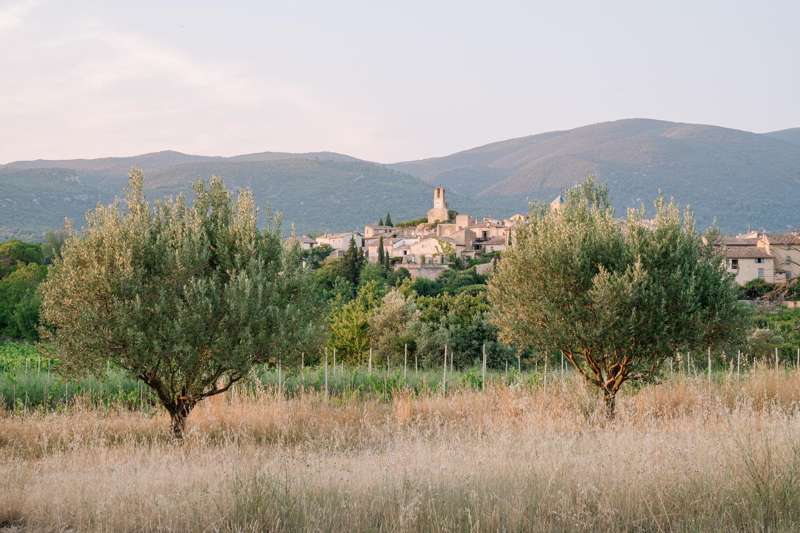 TRAVEL-Photography-provence-hotel-restaurant-interior-Lourmarin-Clara-Tuma.jpg