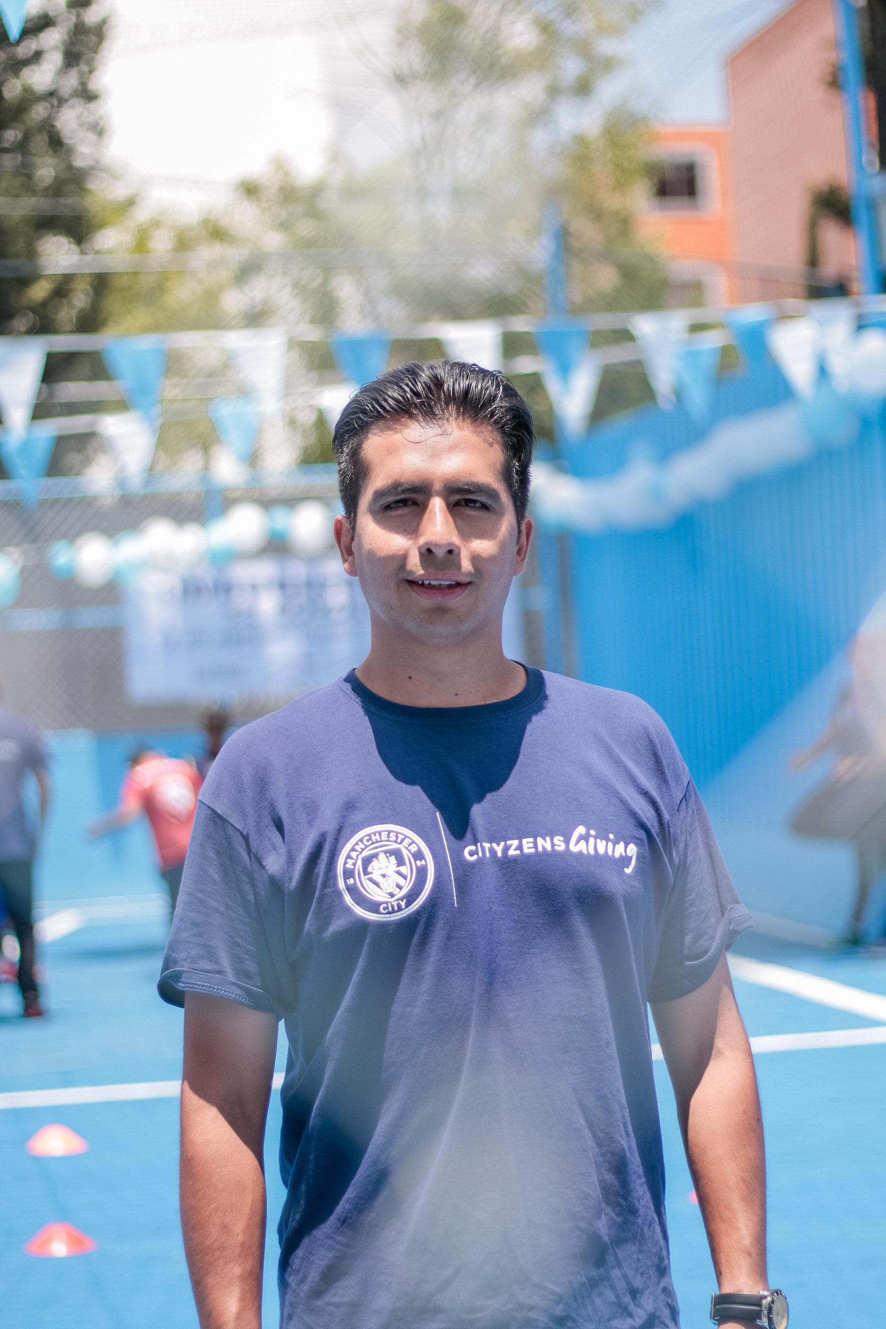 Esteban Aguilar,26 anos. - [Participar do Young Leaders Summit é importante] Para explicar sobre nosso projeto para que seja mais conhecido e para que vejam que o trabalho que estamos fazendo aqui no México é feito com muito amor com muito esforço e que estamos melhorando as condições sociais da nossa comunidade.