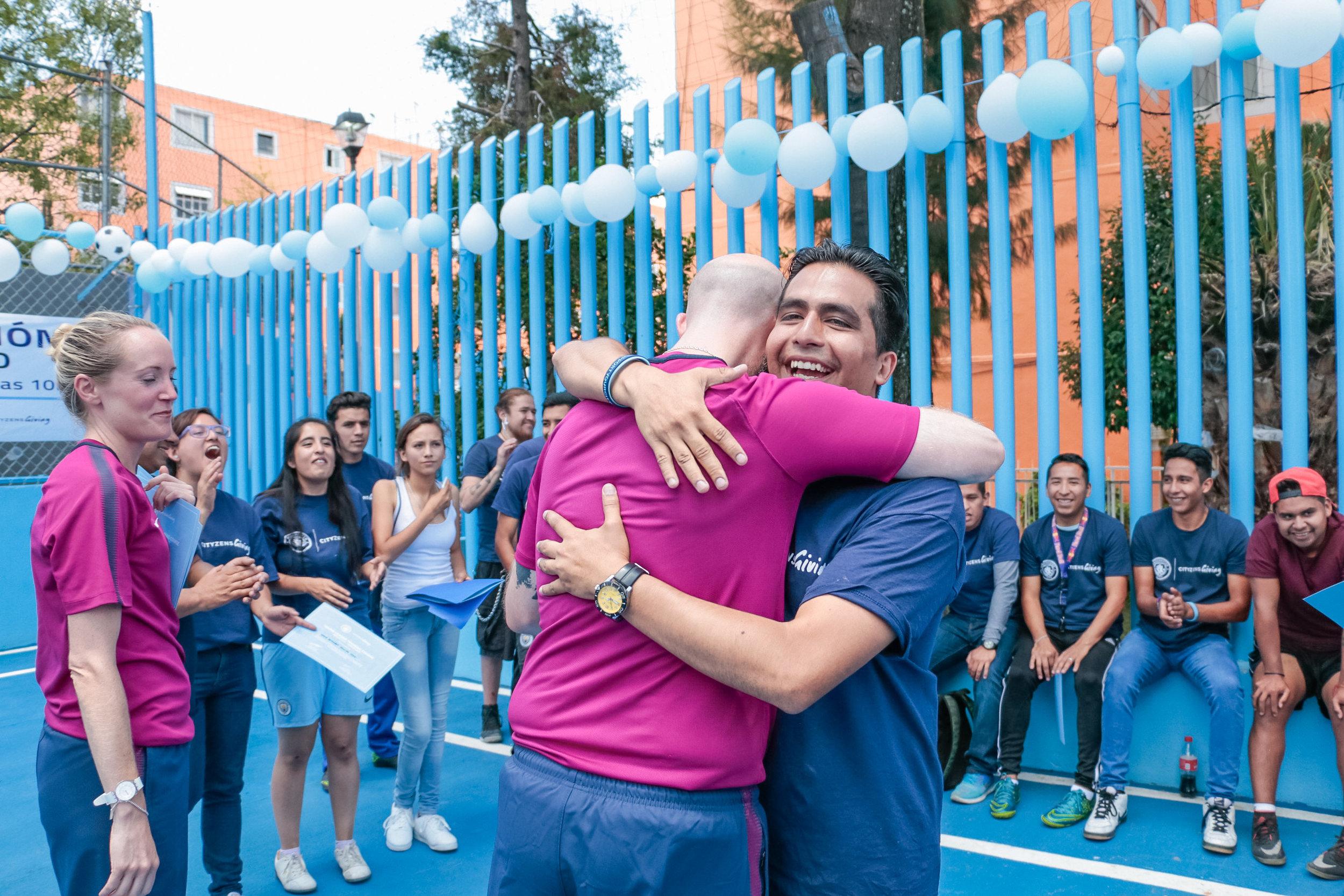 Esteban comemorando a conclusão da Capacitação para Jovens Líderes no #ProjetoElCoyolito, em agosto de 2017.