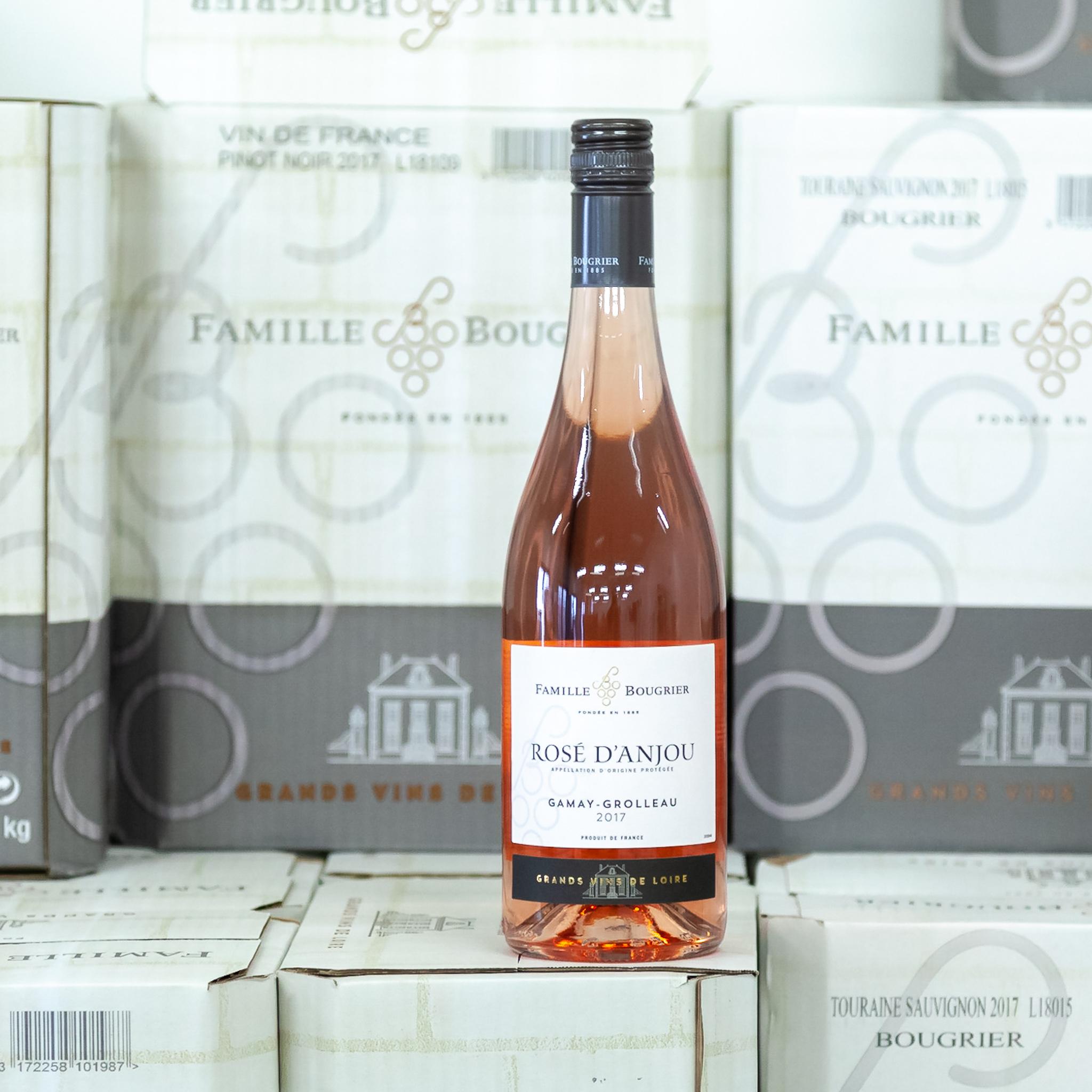 Rose d'Anjou - Jedinečné polosuché víno s 12g zbytkového cukru, tj. méně než obvykle. Víno je komplexnější, č.1 Rose d'Anjou v prodejích v USA