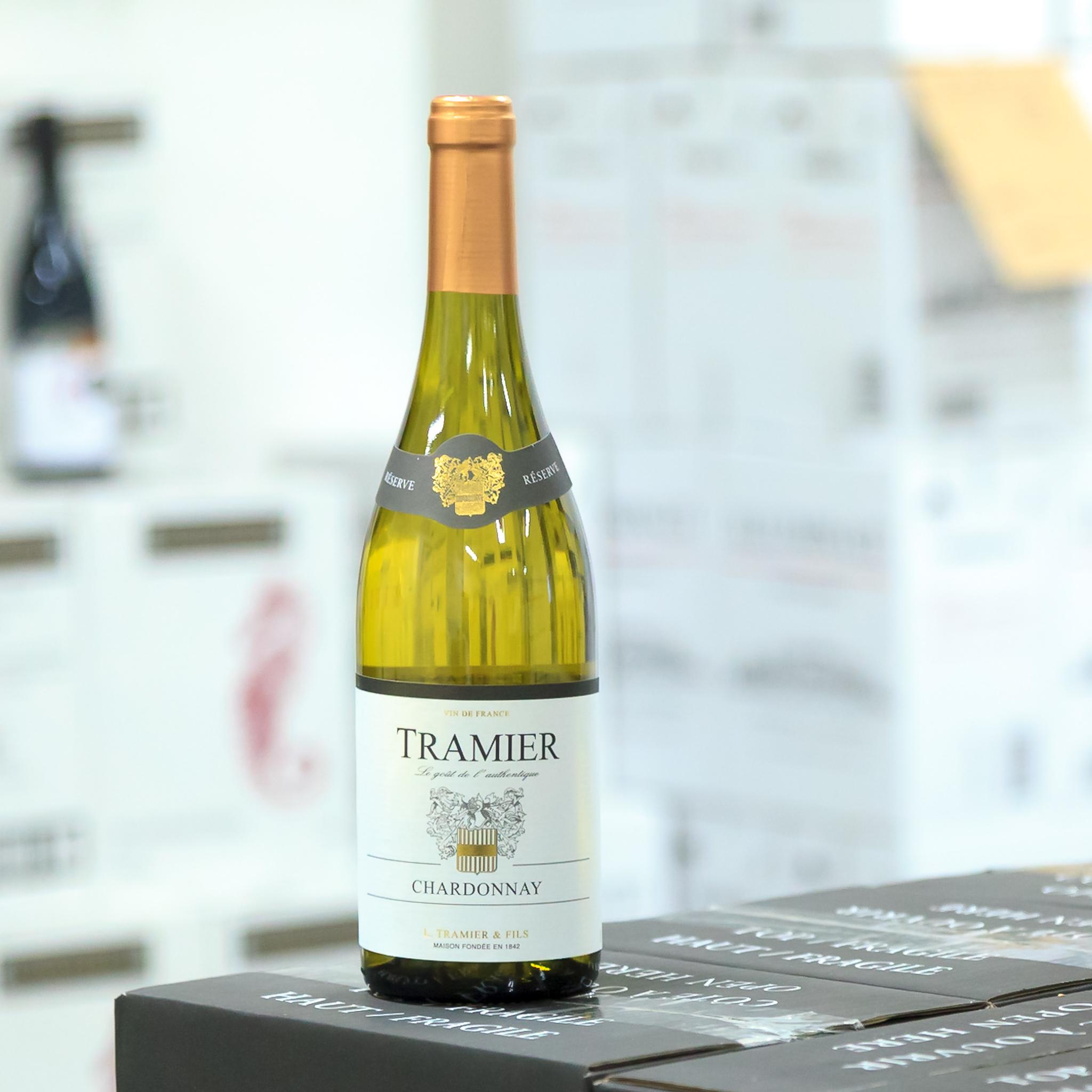 Základní řada Vin de France - Hrozny pro produkci vín řady Vin de France pochází převážně z oblasti Languedoc. Nicméně vína díky know-how vinařství Tramier mají burgundský charakter.- Chardonnay- Pinot Noir