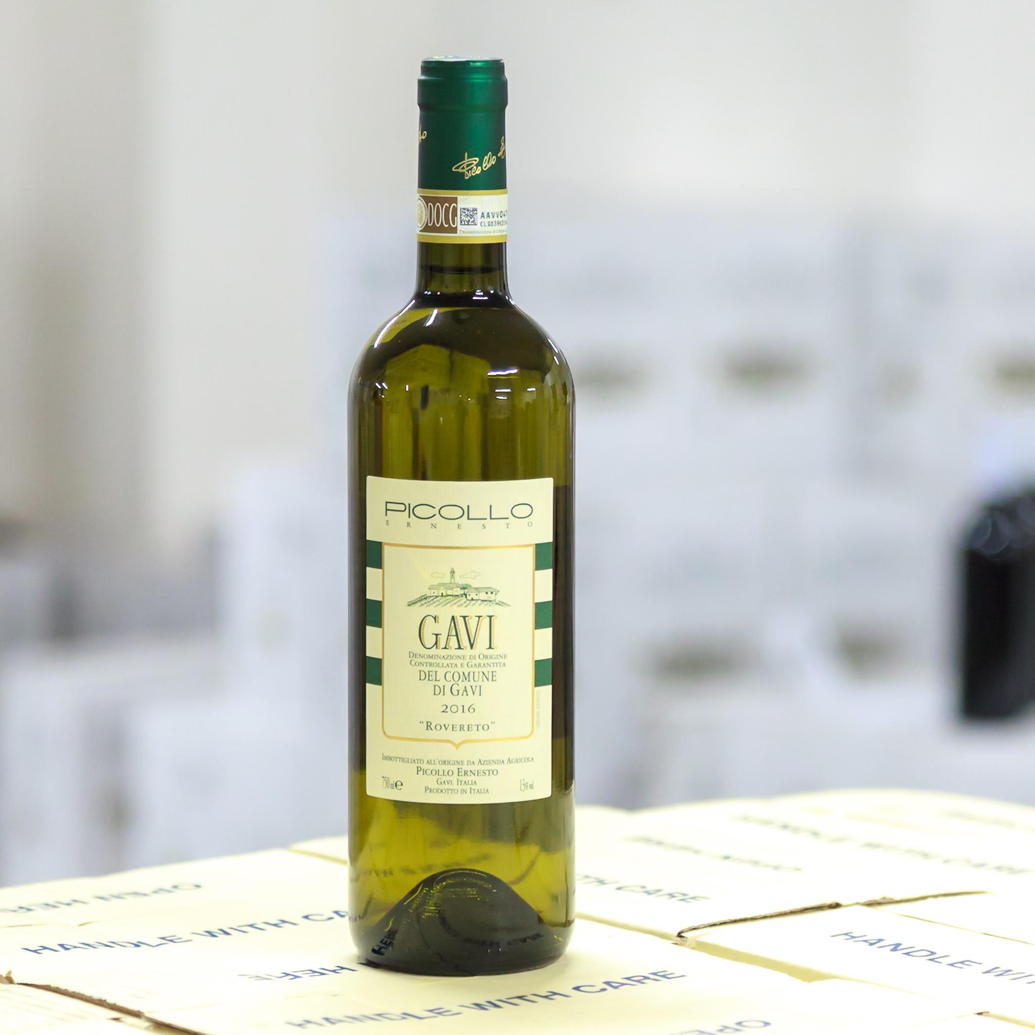 Gavi di Gavi DOCG Rovereto - Gavi je nejznámější bílé víno z Piemontu s jemnou kyselinkou a patří do nejvyšší klasifikací vín DOCG, 100% vyprodukováno z odrůdy Cortese.