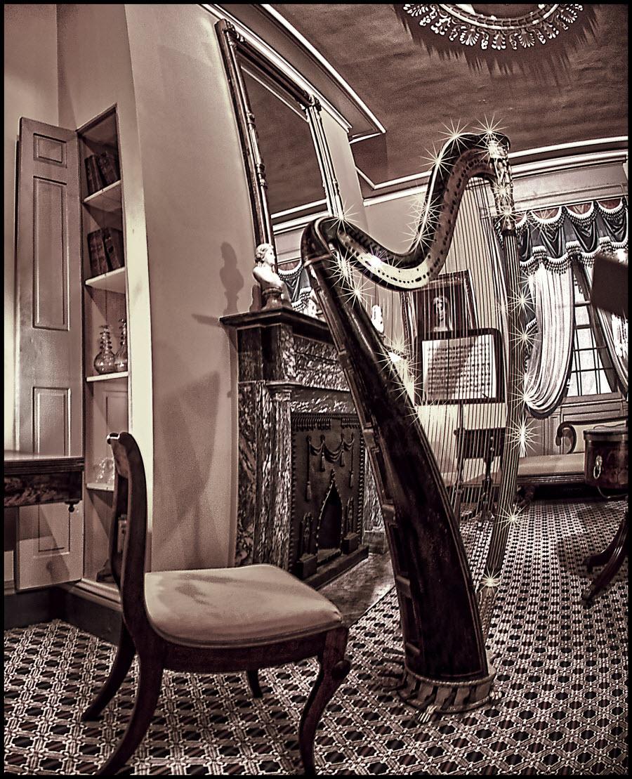17th Century Harp - B&W